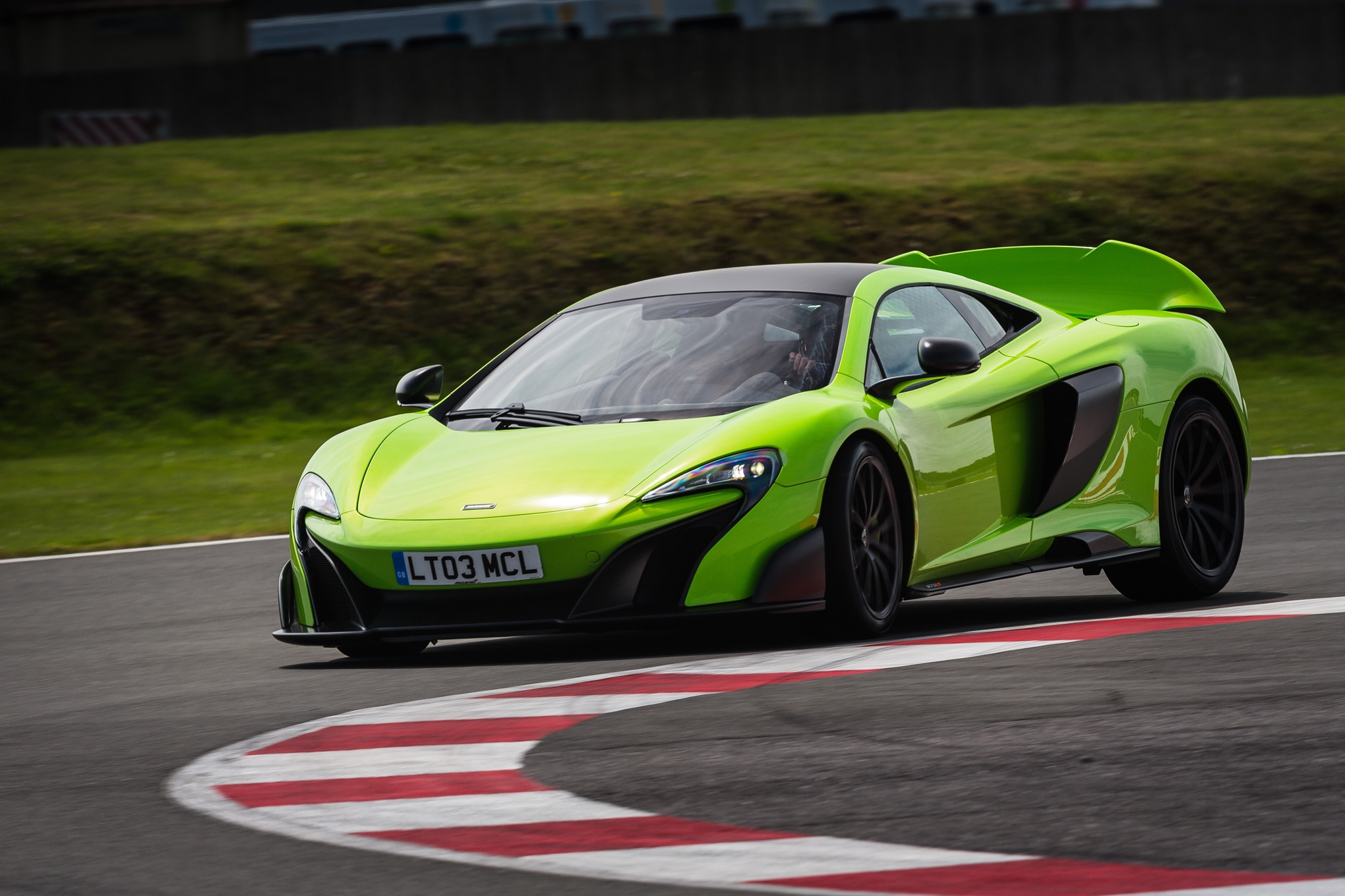 http://st.automobilemag.com/uploads/sites/11/2015/07/2016-Mclaren-675LT-front-three-quarter-in-motion-13.jpg