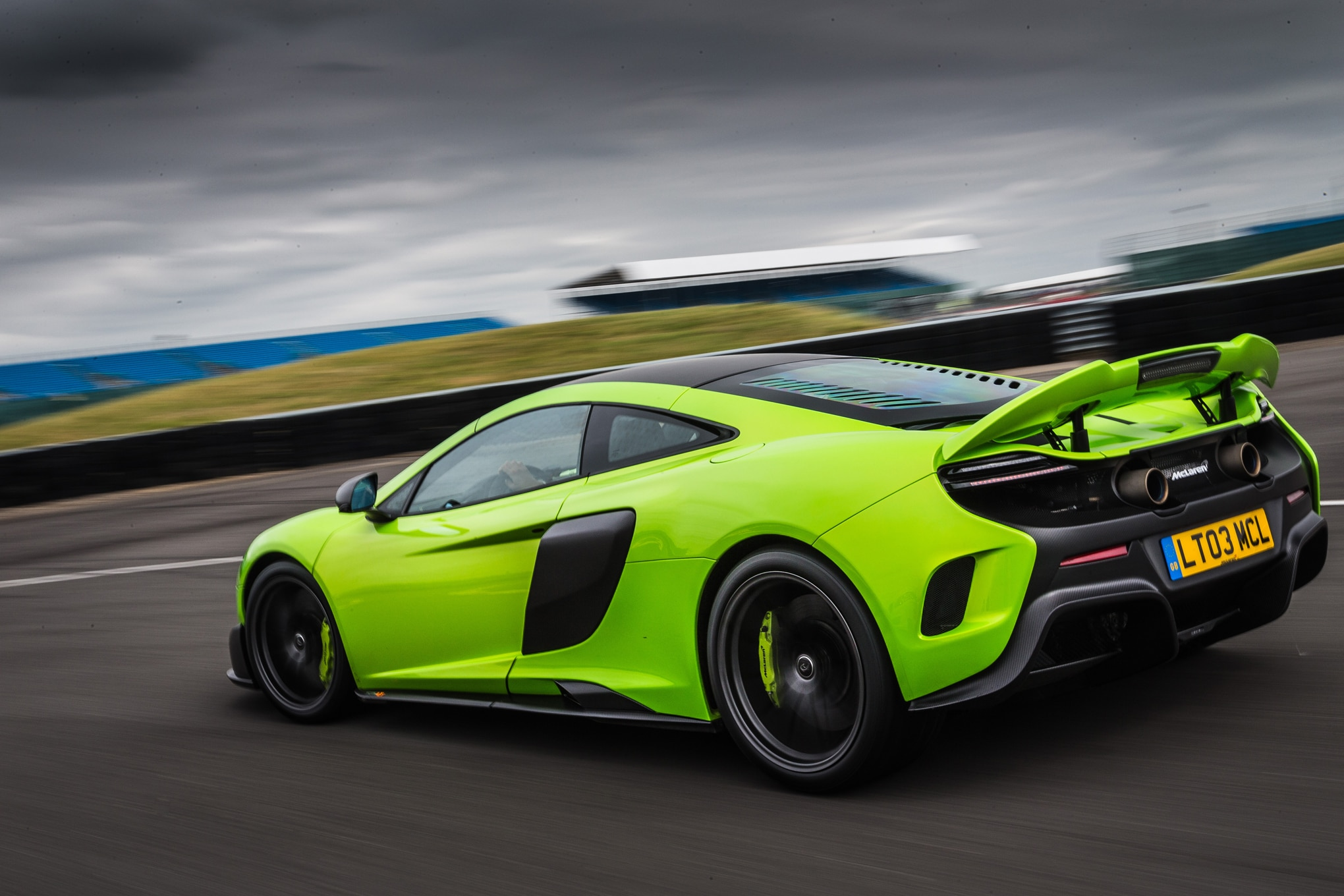 http://st.automobilemag.com/uploads/sites/11/2015/07/2016-Mclaren-675LT-rear-three-quarter-in-motion-02.jpg