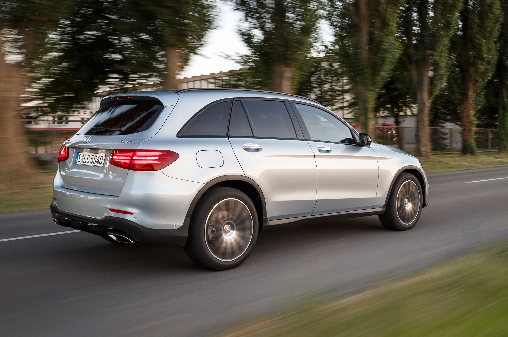 http://st.automobilemag.com/uploads/sites/11/2015/07/2016-Mercedes-Benz-GLC250-4Matic-rear-three-quarter-in-motion-01.jpg
