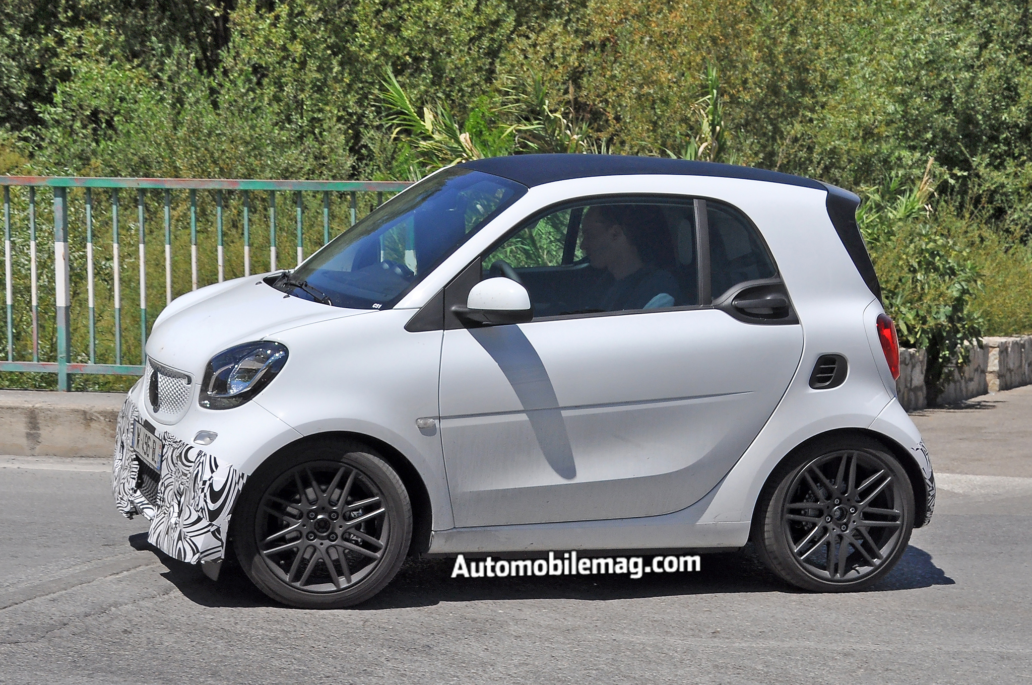 brabus smart fortwo spied with more aggressive bumper new wheels. Black Bedroom Furniture Sets. Home Design Ideas