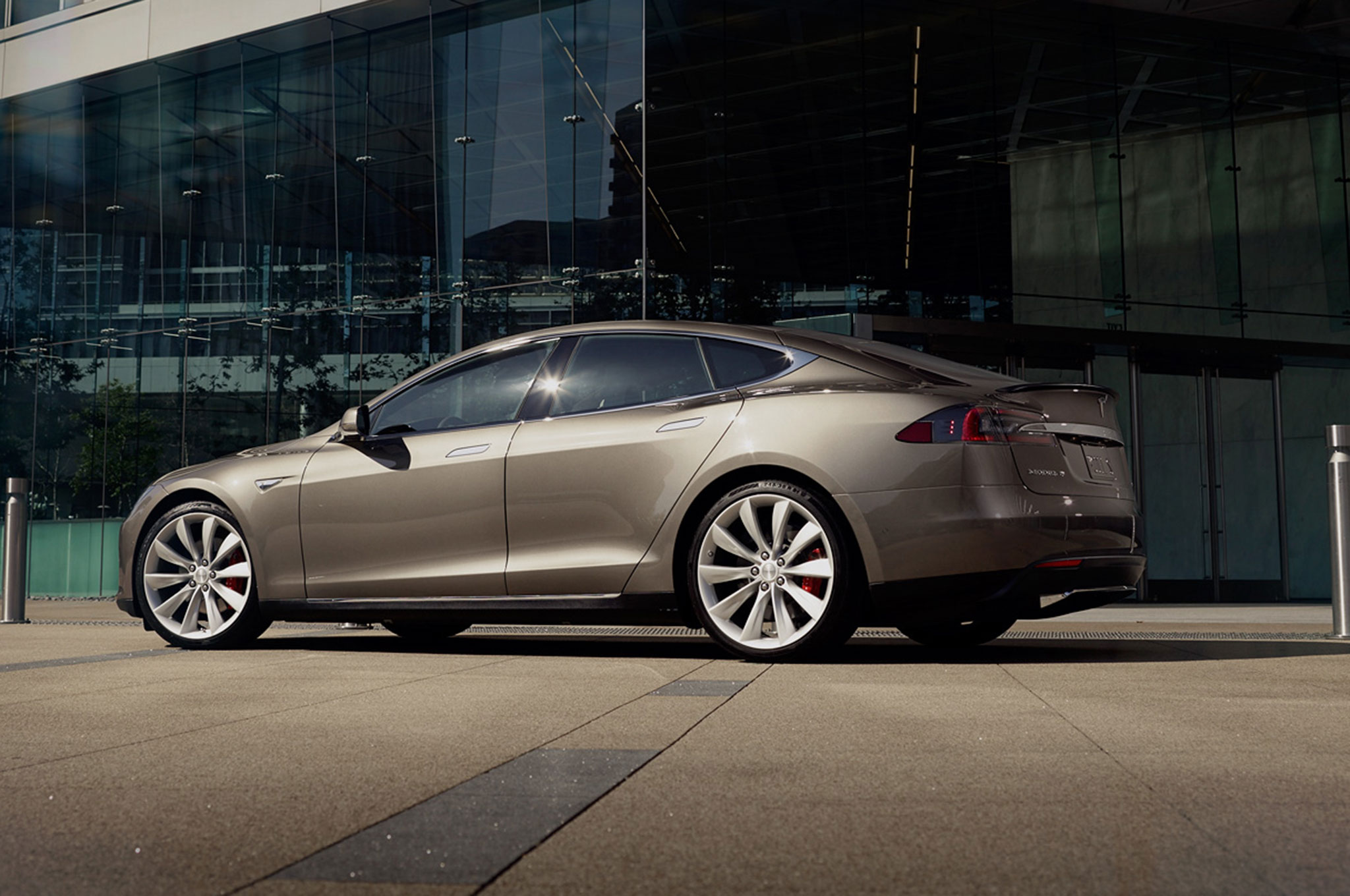 new tesla model s p90d ludicrous speed goes 0 60 mph in. Black Bedroom Furniture Sets. Home Design Ideas