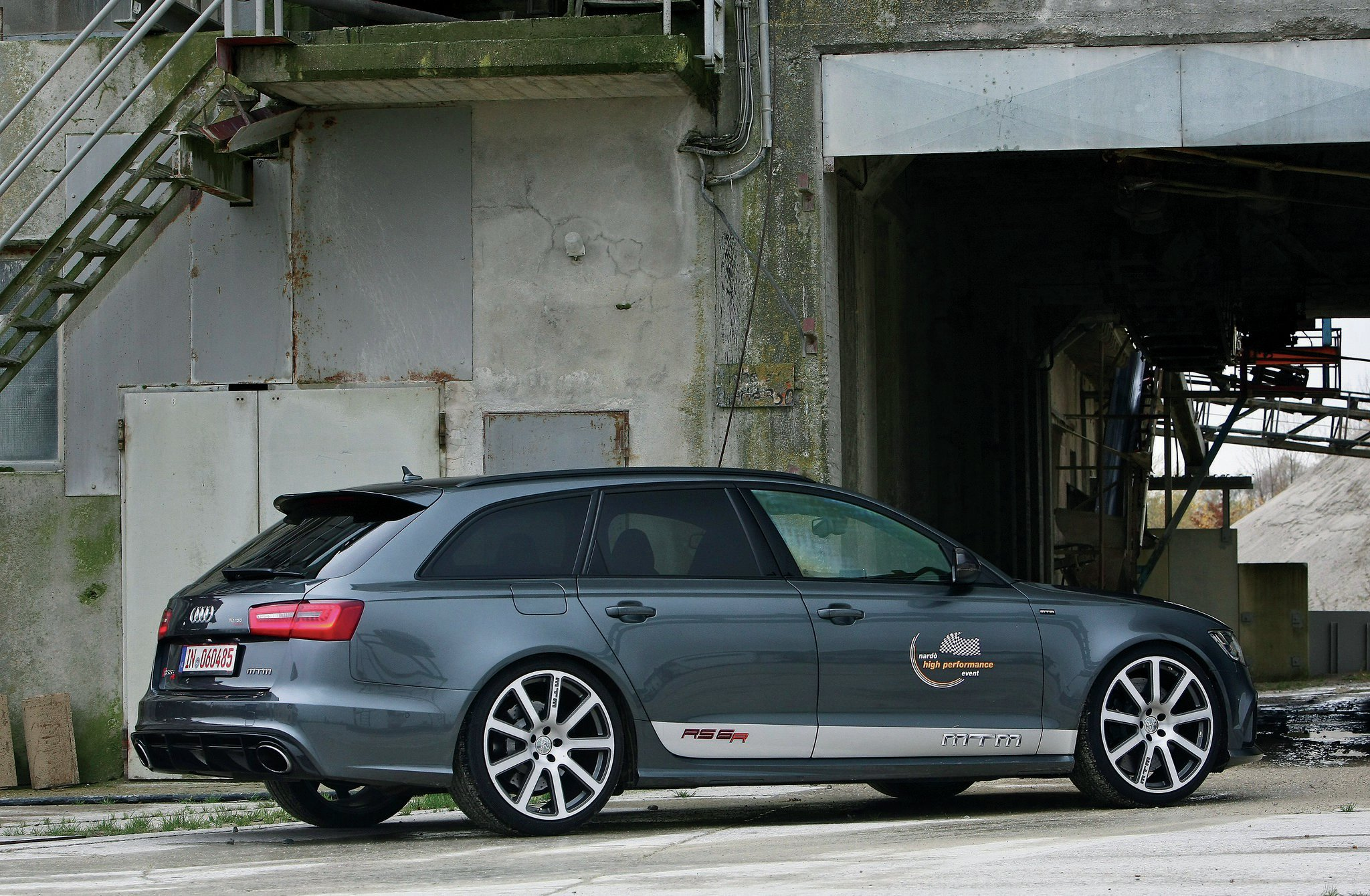 mtm builds a 700 hp 211 mph audi rs6 wagon. Black Bedroom Furniture Sets. Home Design Ideas