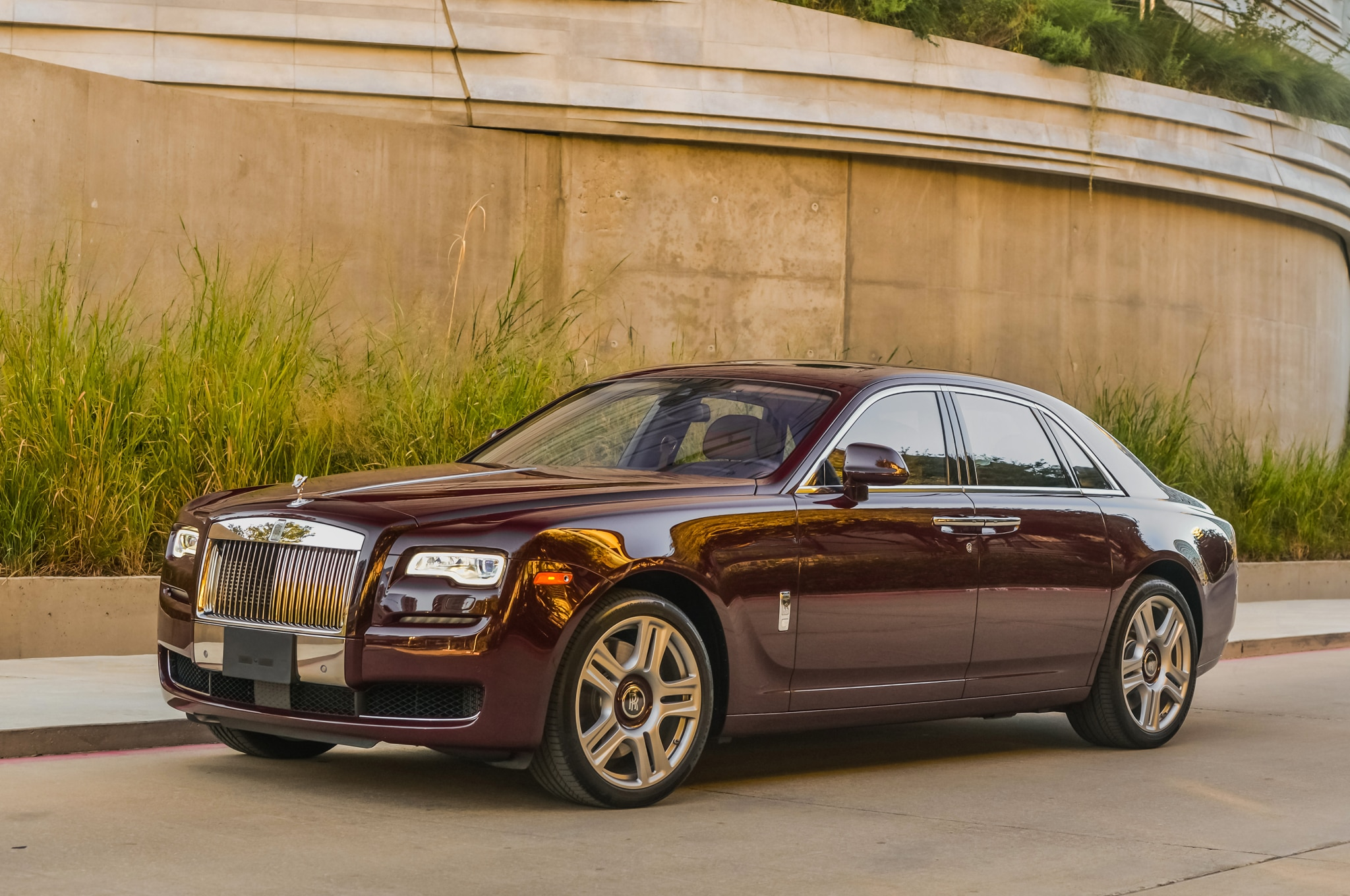 12 things we love about the 2015 rolls royce ghost. Black Bedroom Furniture Sets. Home Design Ideas