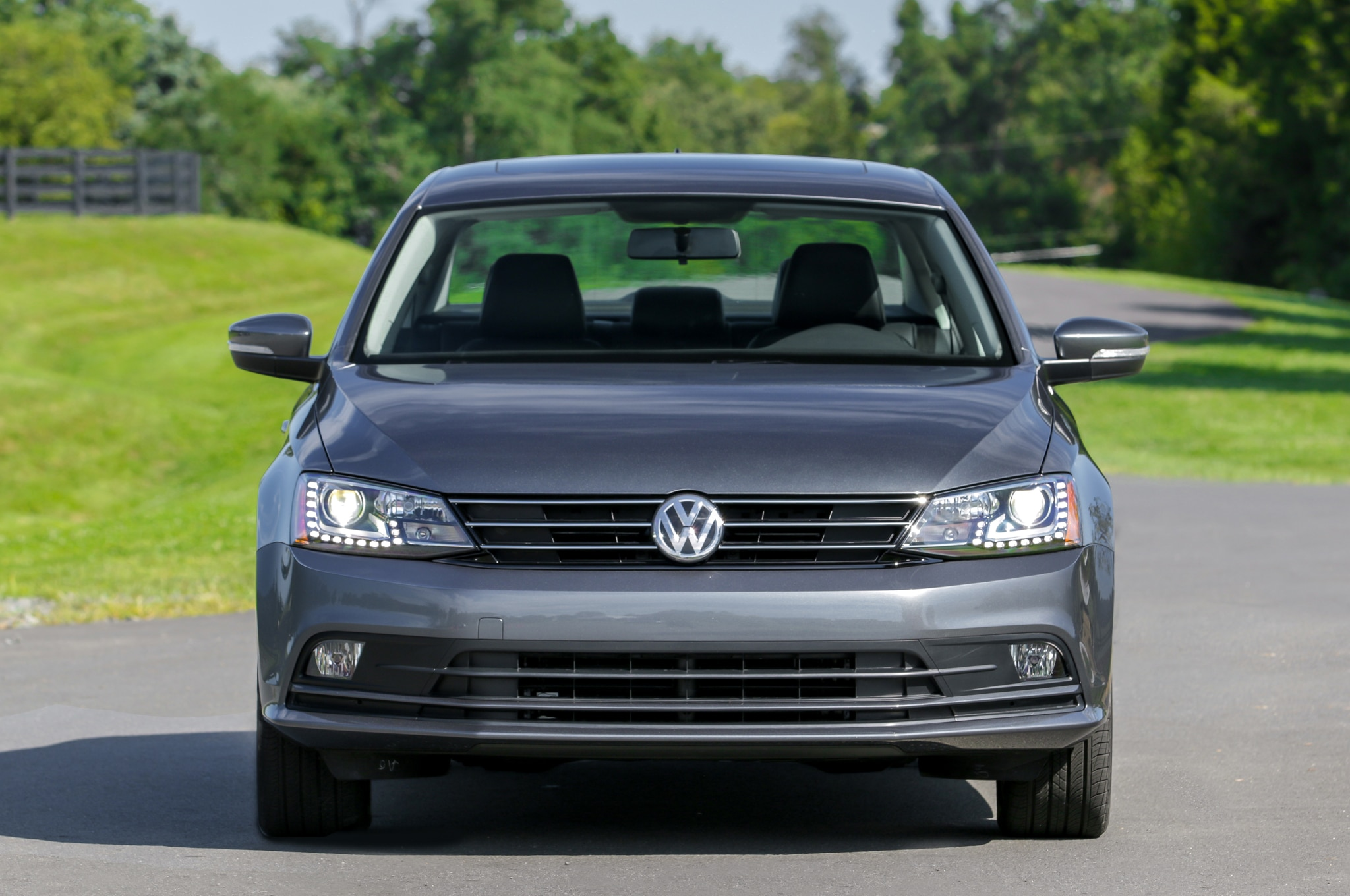 2016 volkswagen jetta 1 4t rated at up to 40 mpg. Black Bedroom Furniture Sets. Home Design Ideas