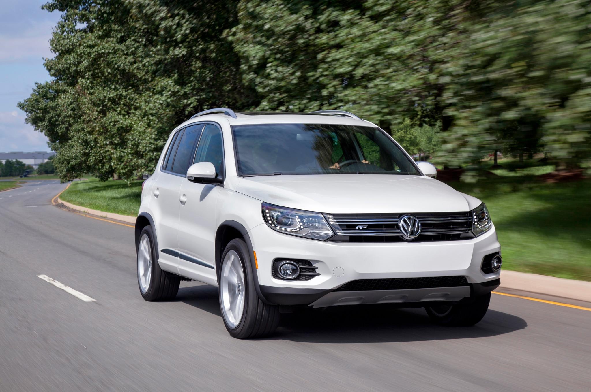 2015 Volkswagen Tiguan Front Three Quarters In Motion1