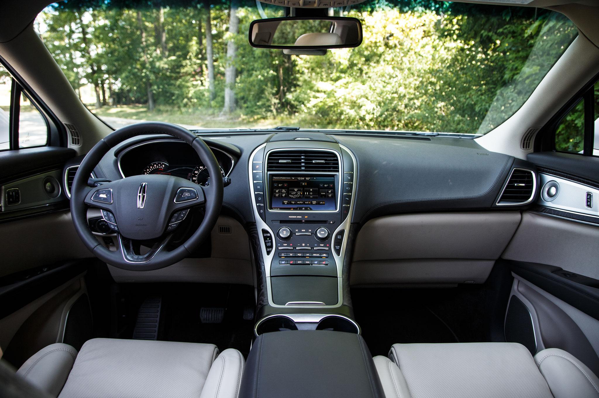http://st.automobilemag.com/uploads/sites/11/2015/08/2016-Lincoln-MKX-cabin-02.jpg