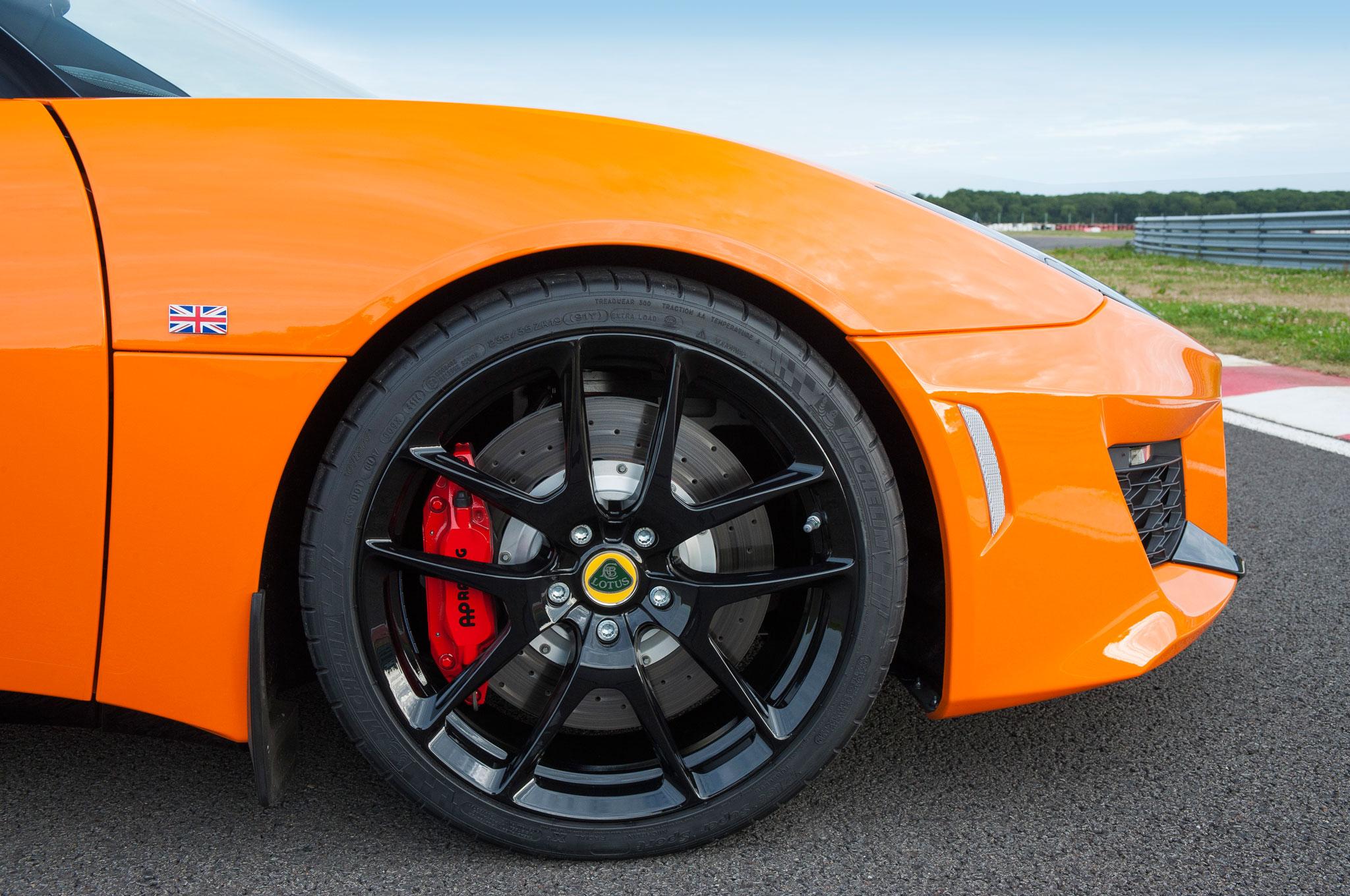 http://st.automobilemag.com/uploads/sites/11/2015/08/2016-Lotus-Evora-400-wheel.jpg
