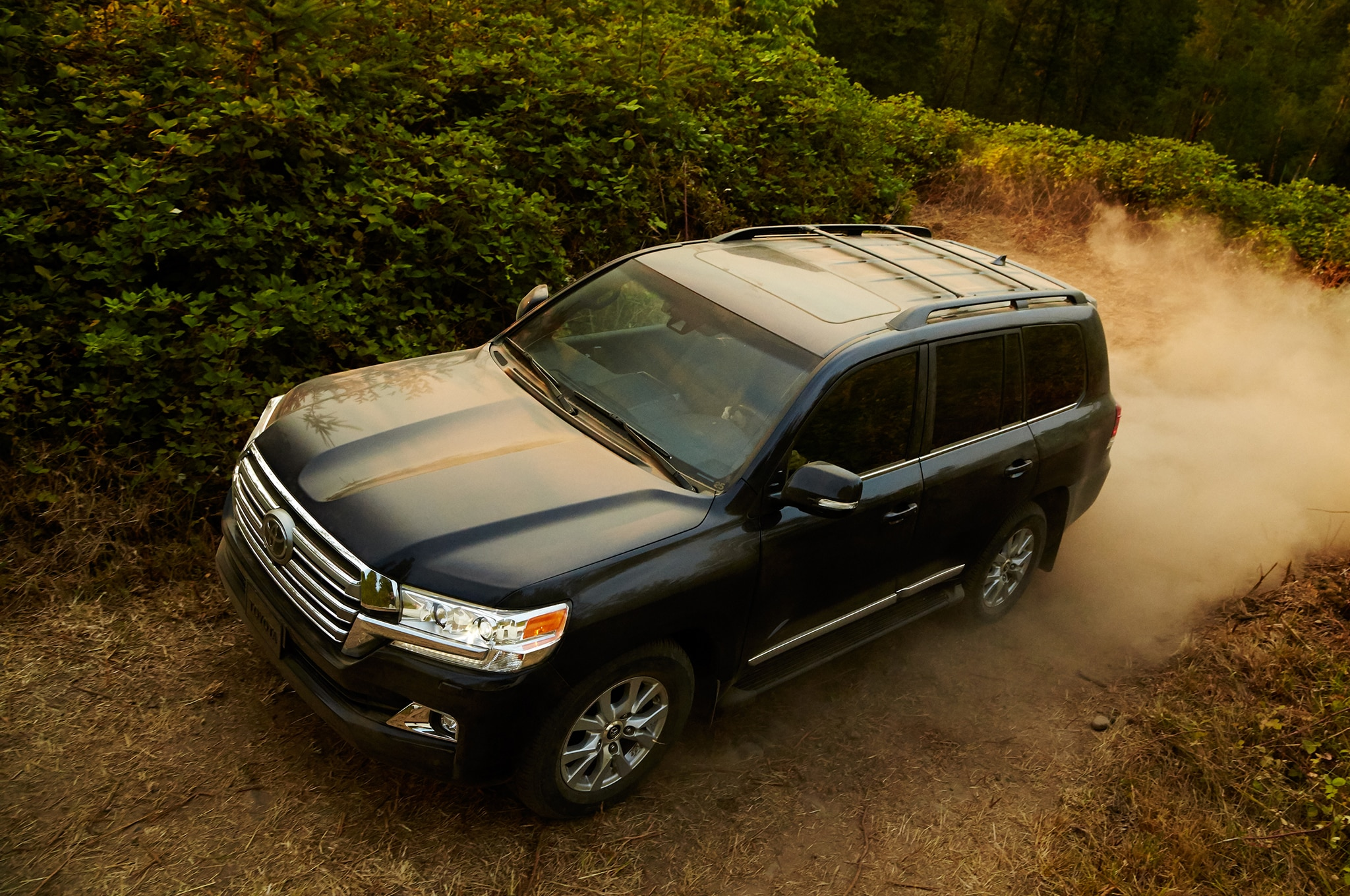 2016 toyota land cruiser updated with new transmission revised look. Black Bedroom Furniture Sets. Home Design Ideas