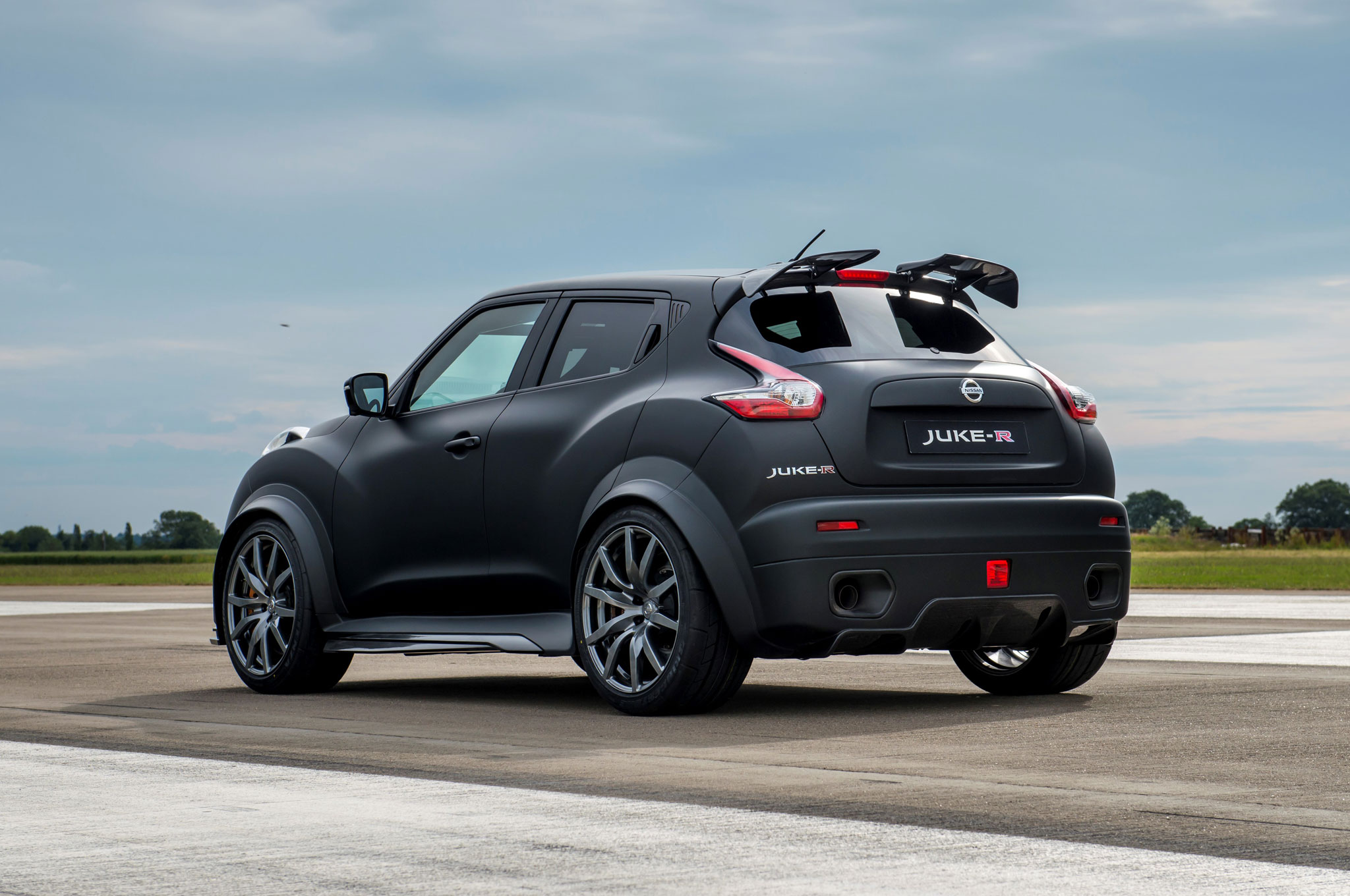 report nissan juke r 2 0 slated for limited production. Black Bedroom Furniture Sets. Home Design Ideas