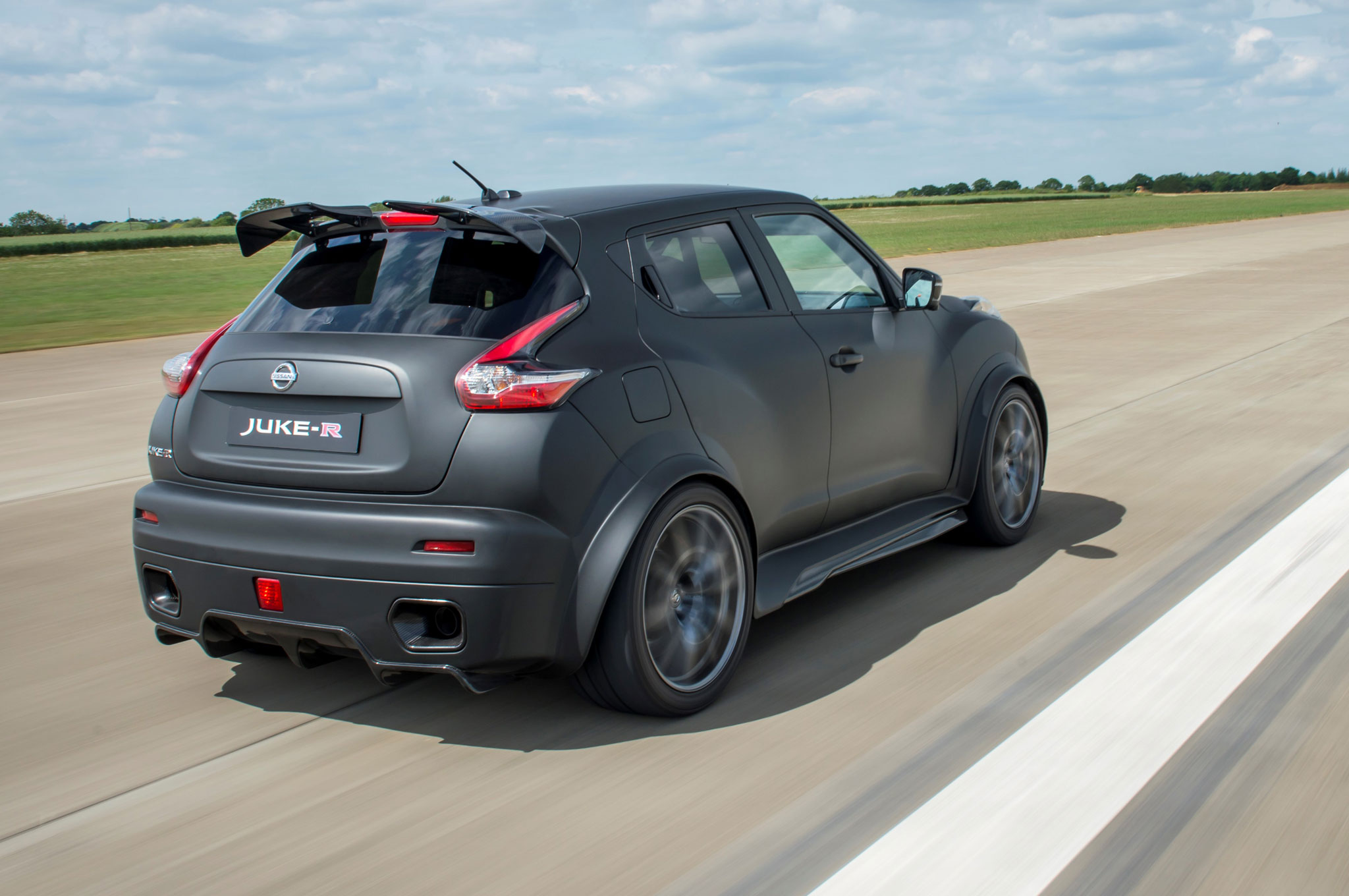 Report nissan juke r 20 slated for limited production the first juke r vanachro Images