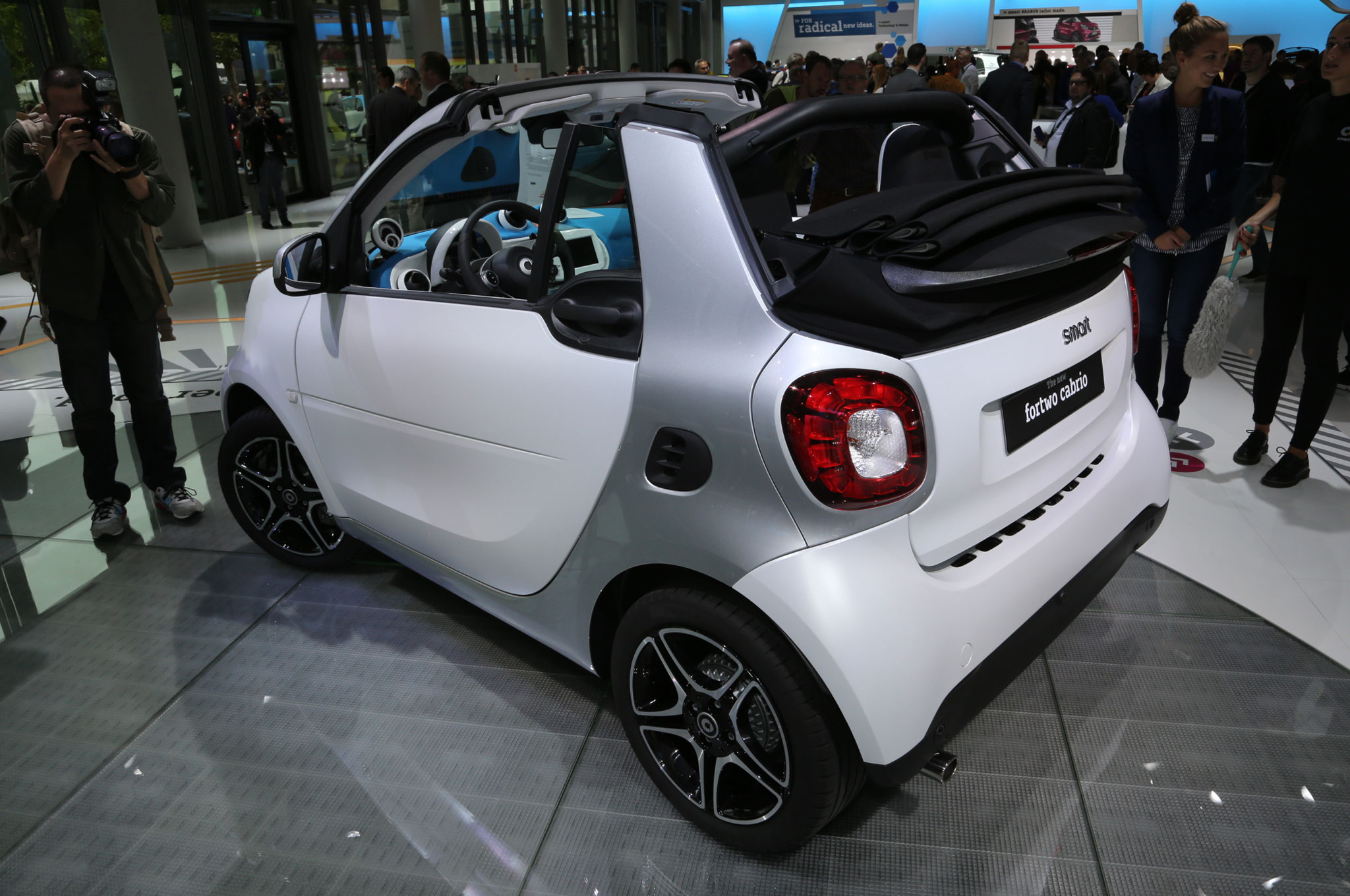 2017 smart fortwo cabriolet revealed ahead of frankfurt debut. Black Bedroom Furniture Sets. Home Design Ideas