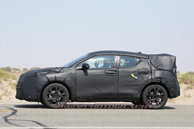 Toyota Subcompact Crossover Spied Profile 02 660x438