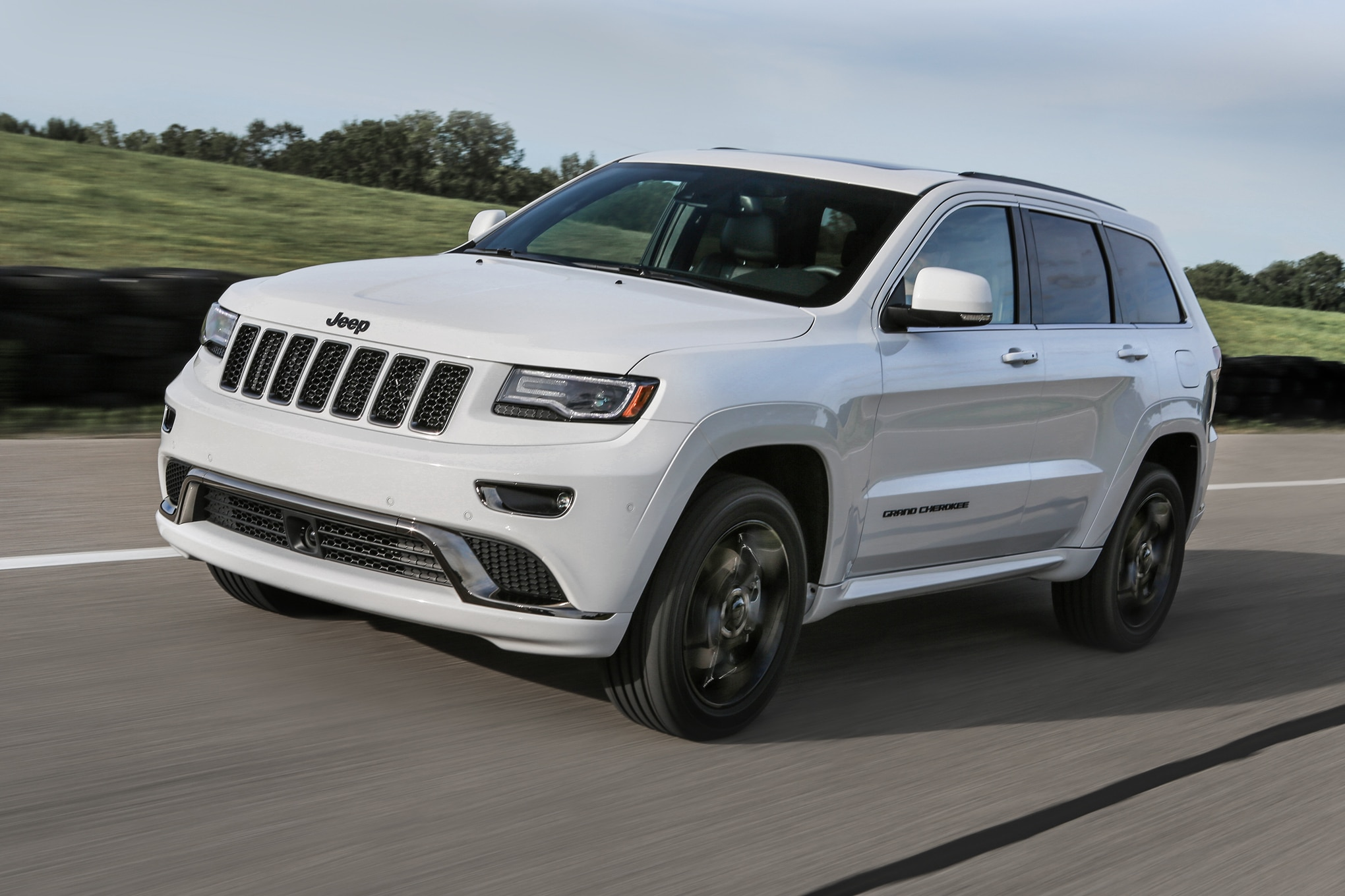 car bright grand cherokee altitude jeep white colors