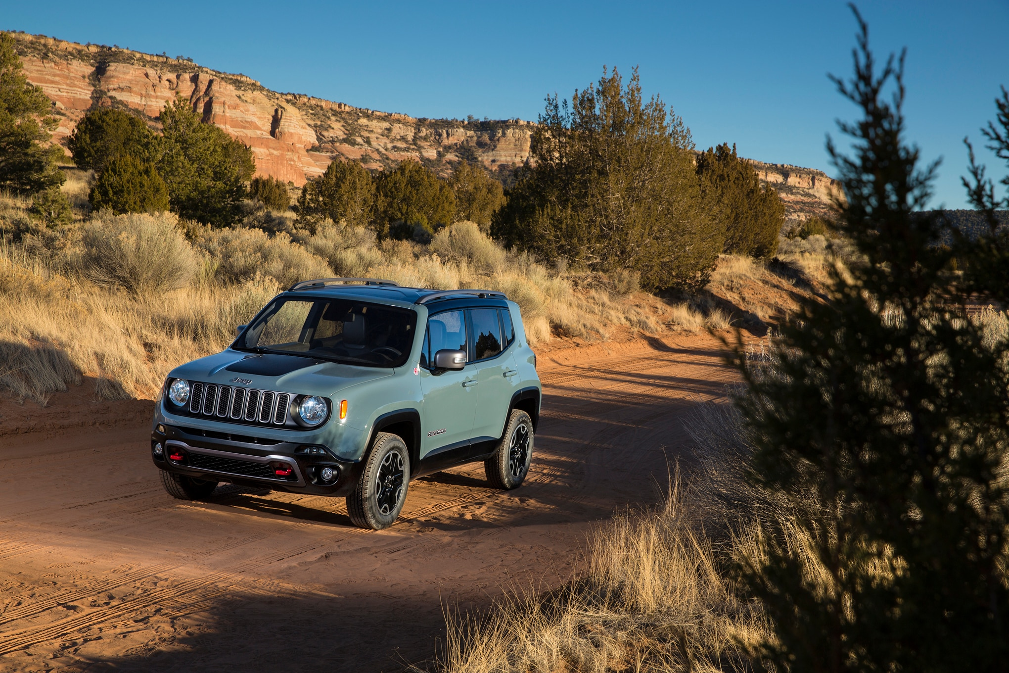 jeep renegade cherokee compass and patriot updated for 2016. Black Bedroom Furniture Sets. Home Design Ideas