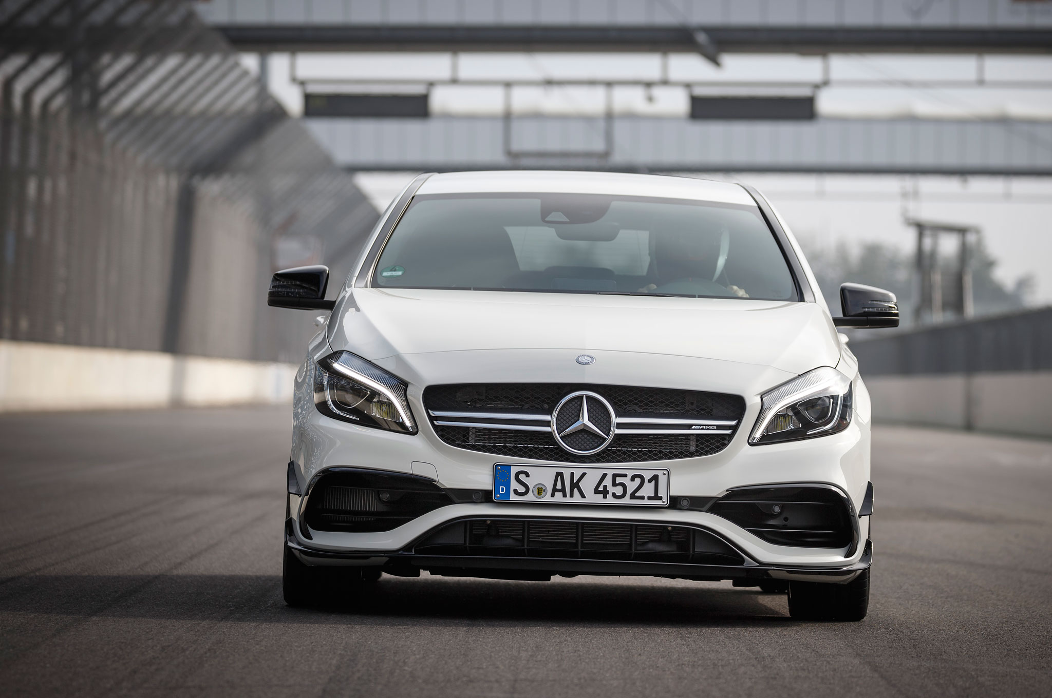 http://st.automobilemag.com/uploads/sites/11/2015/09/2016-Mercedes-AMG-A45-4Matic-front-end-03.jpg