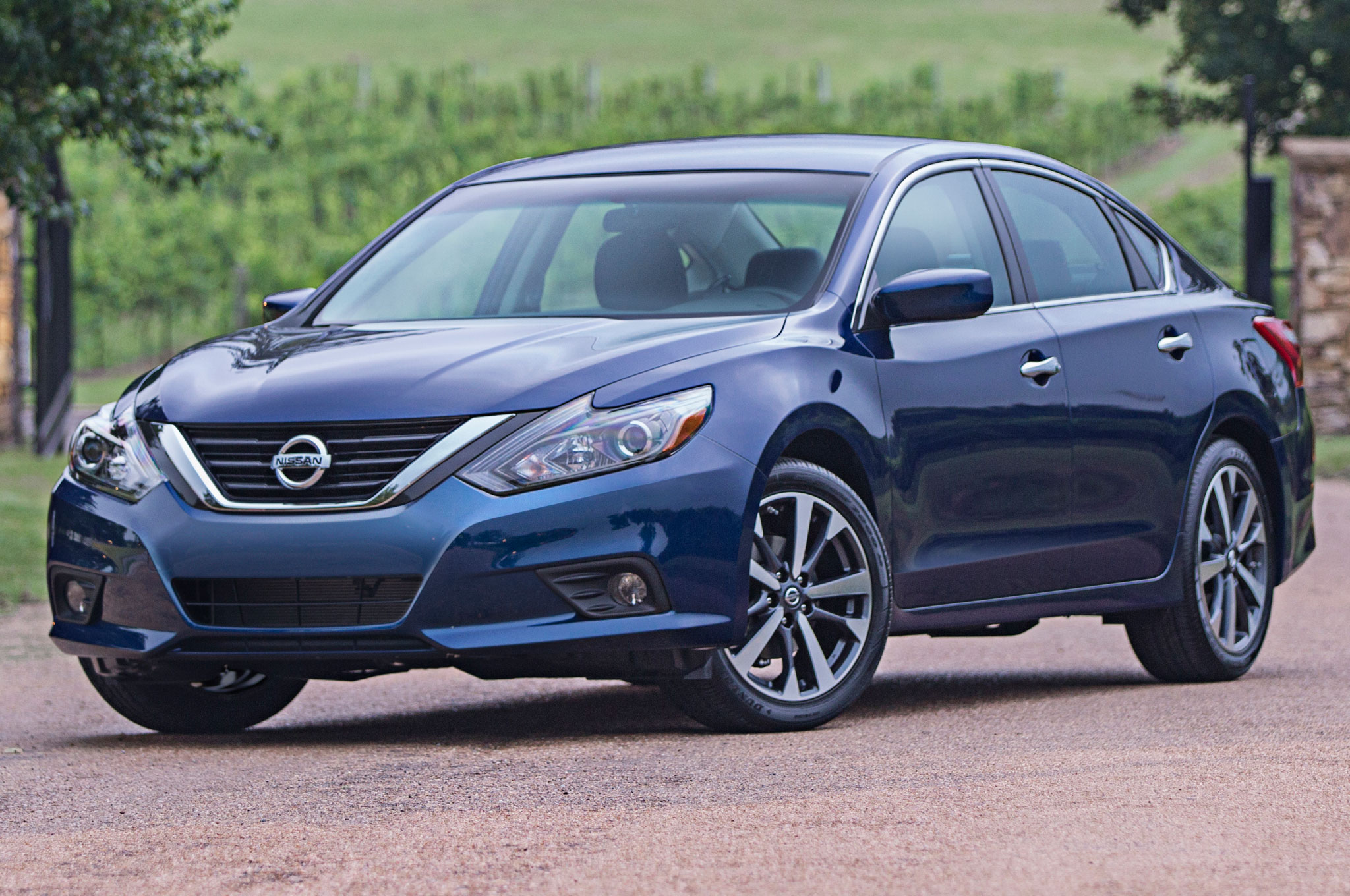 5 things to know about the 2016 nissan altima show more vanachro Image collections