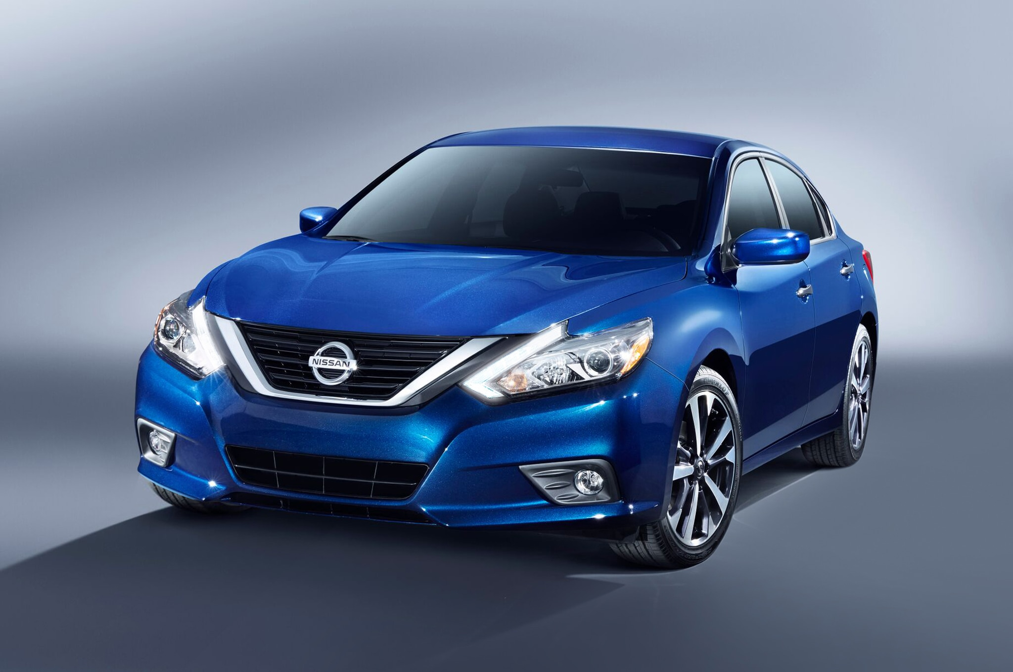 2016 nissan altima updated with maxima like design improved mpg auto breaking news. Black Bedroom Furniture Sets. Home Design Ideas