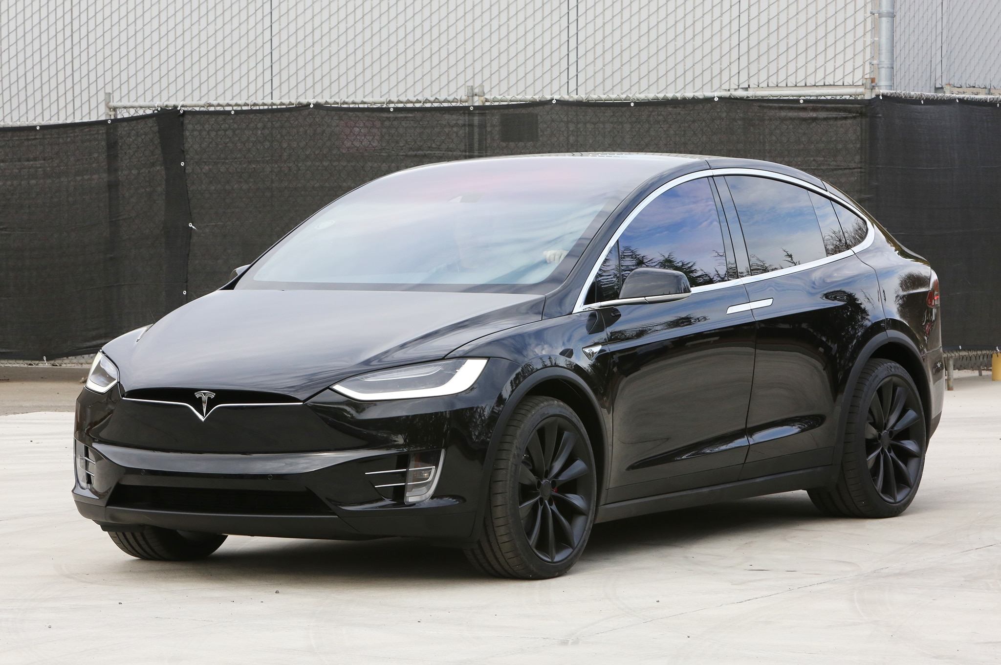 2016 tesla model x debuts with 257 mile range falcon doors. Black Bedroom Furniture Sets. Home Design Ideas