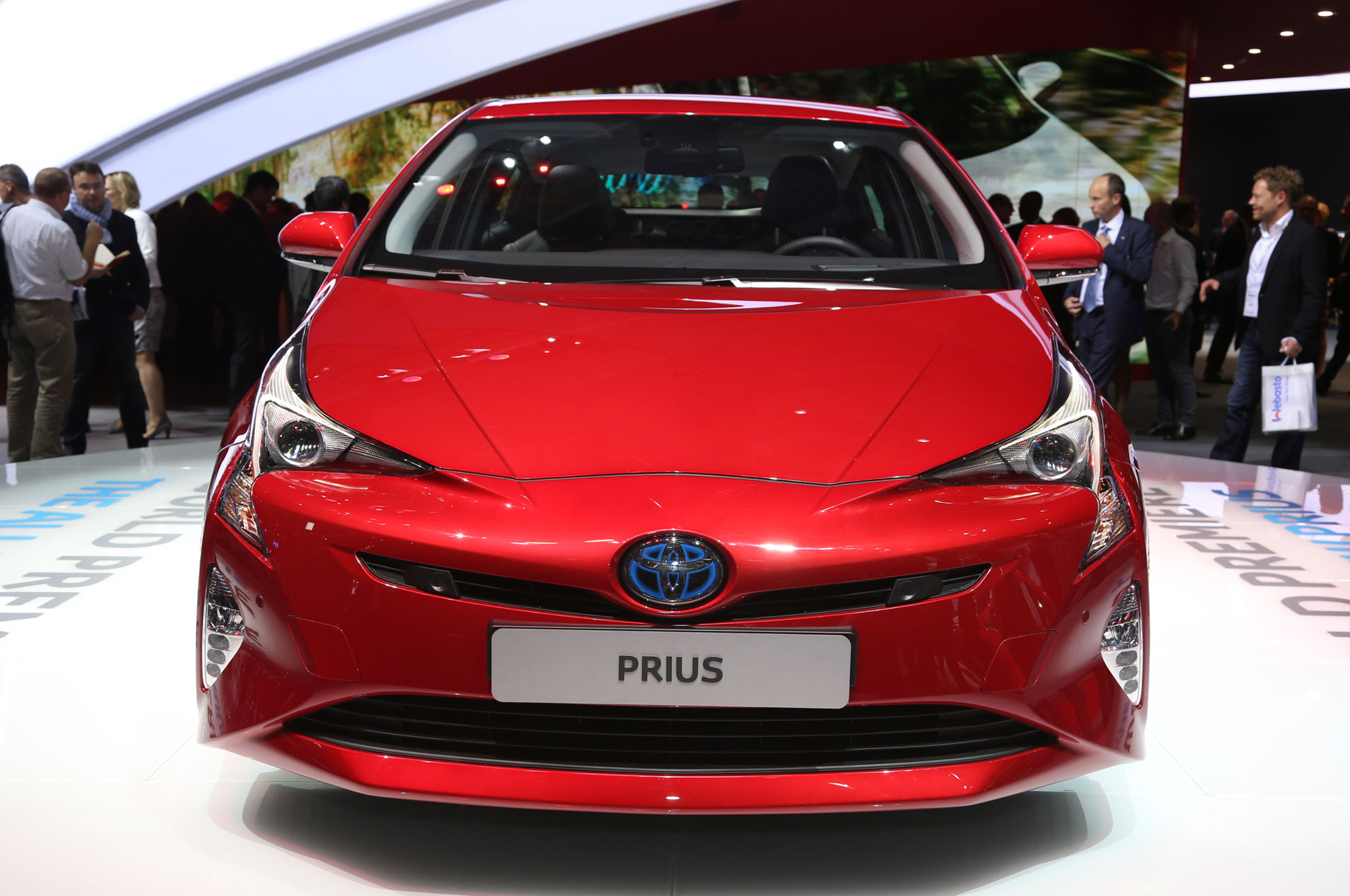 2016 toyota prius drops cover boasts improved efficiency. Black Bedroom Furniture Sets. Home Design Ideas