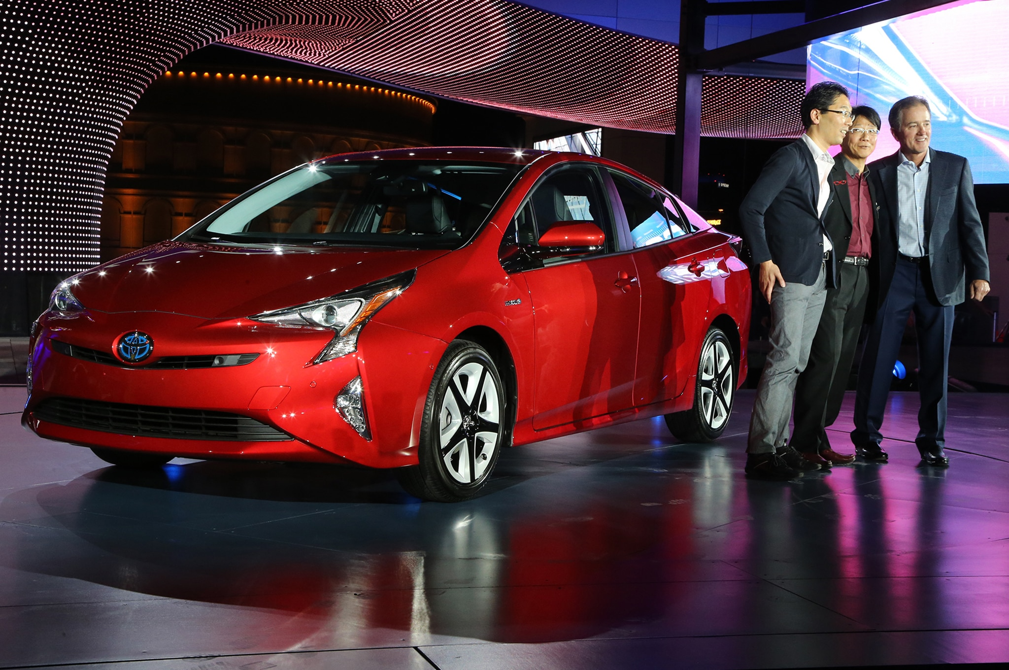case toyota prius Toyota motor corporation's marketing mix or 4ps (product, place, promotion, price) is examined in this case study and company analysis on market strategies.