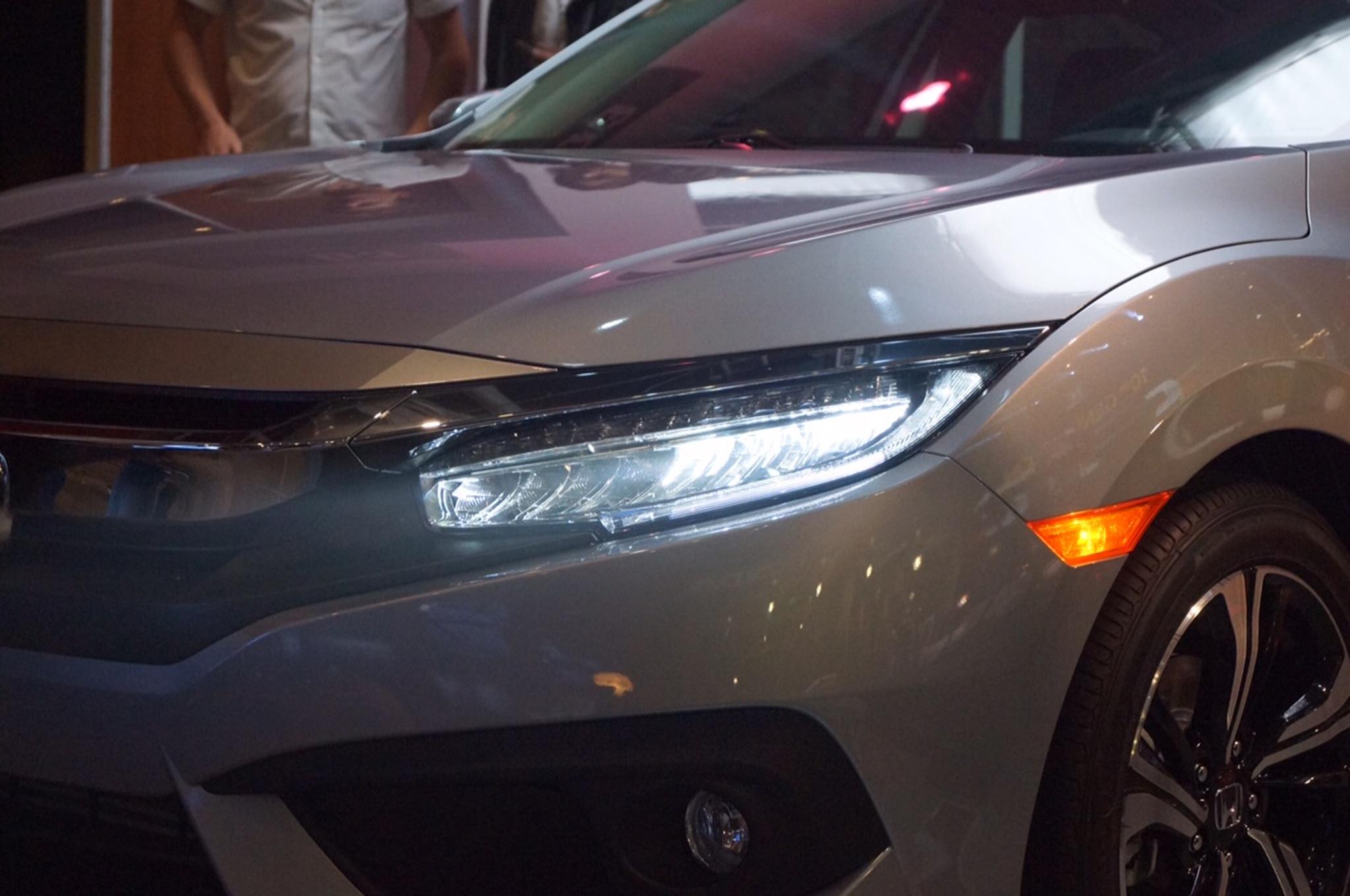 2016 honda civic sedan revealed with sharper design. Black Bedroom Furniture Sets. Home Design Ideas