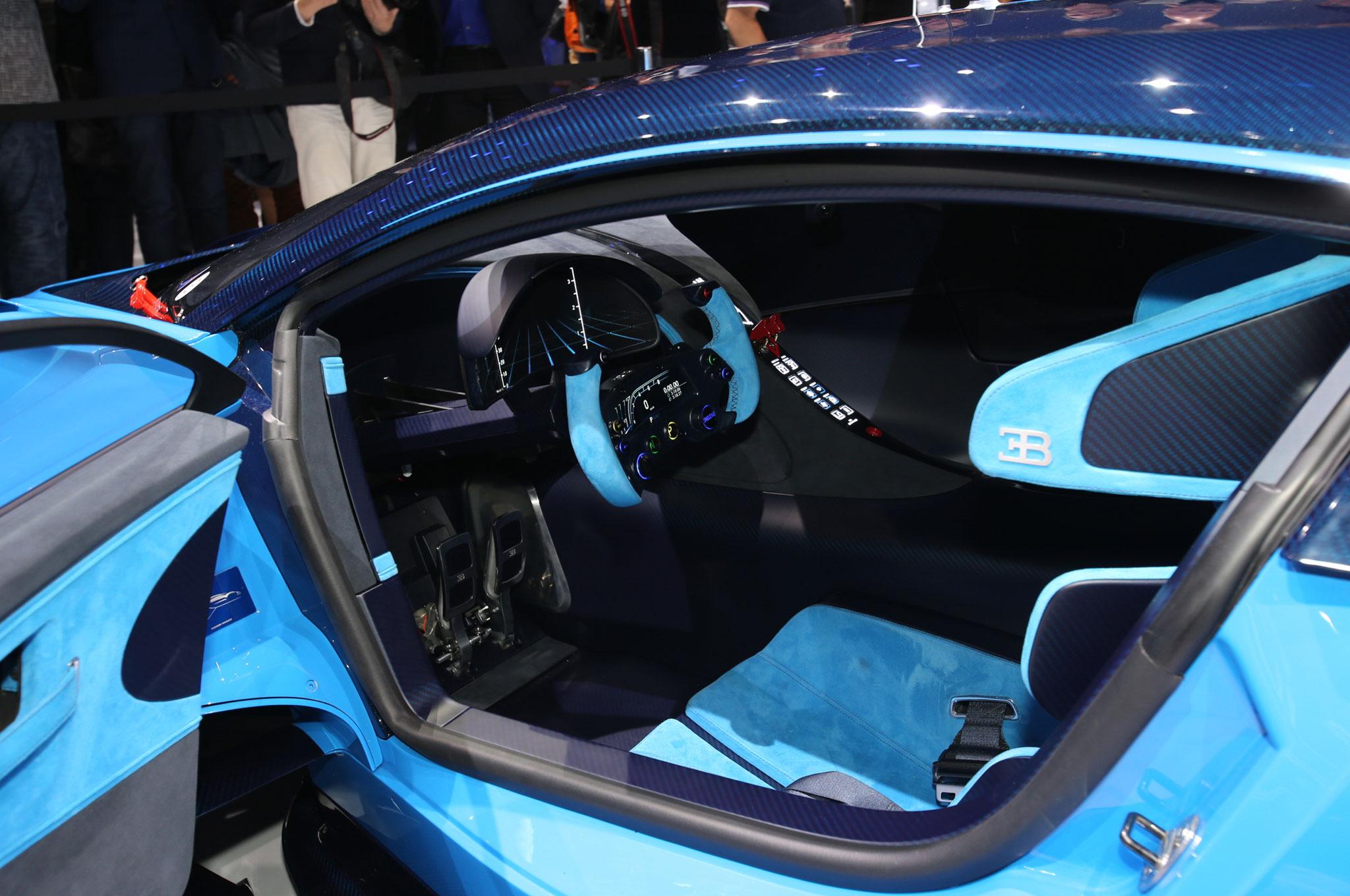 Bugatti vision gran turismo concept pays homage to le mans racers - Turismo interior ...