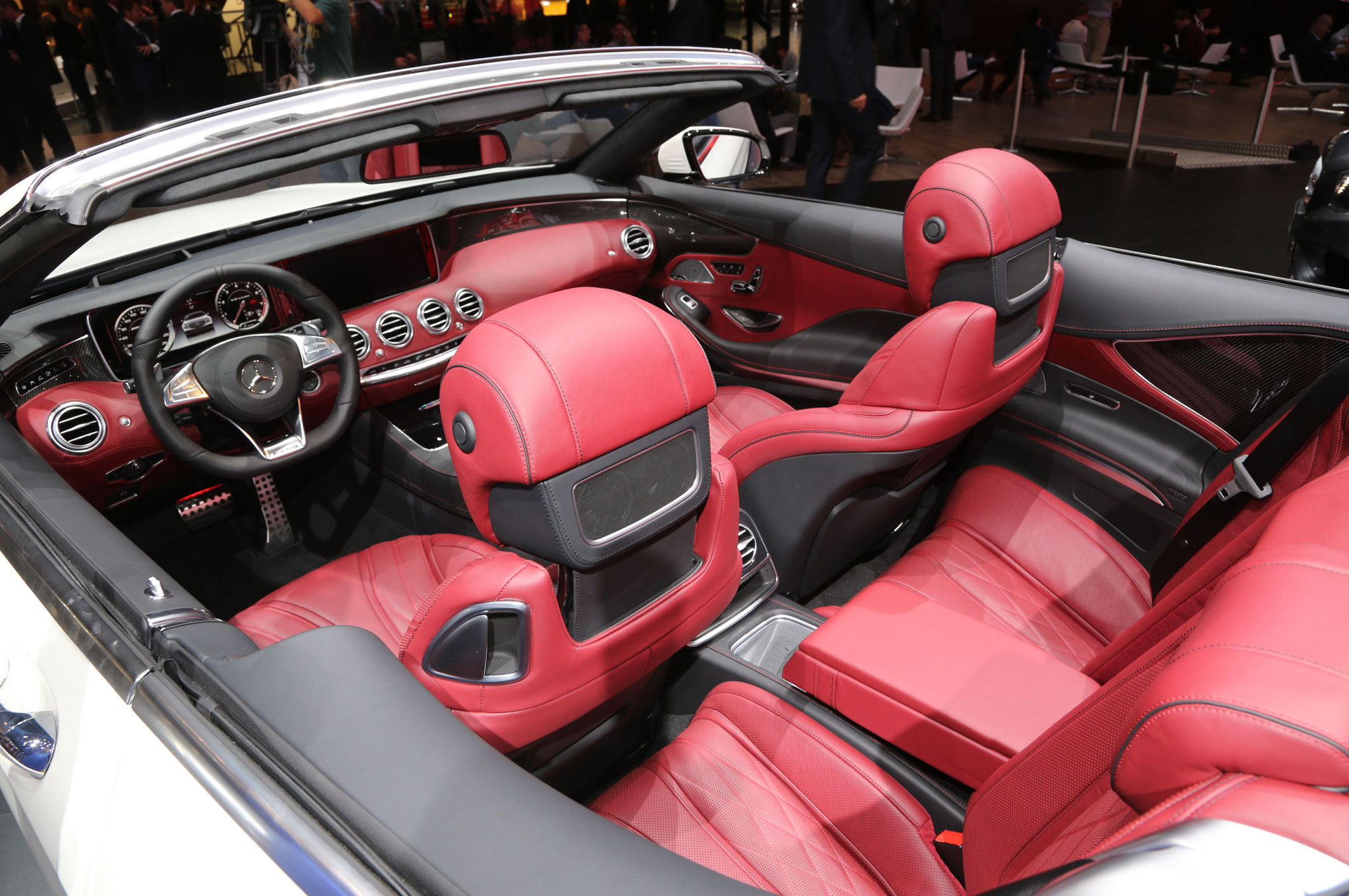 http://st.automobilemag.com/uploads/sites/11/2015/09/Mercedes-AMG-S63-Cabriolet-front-and-rear-seats.jpg