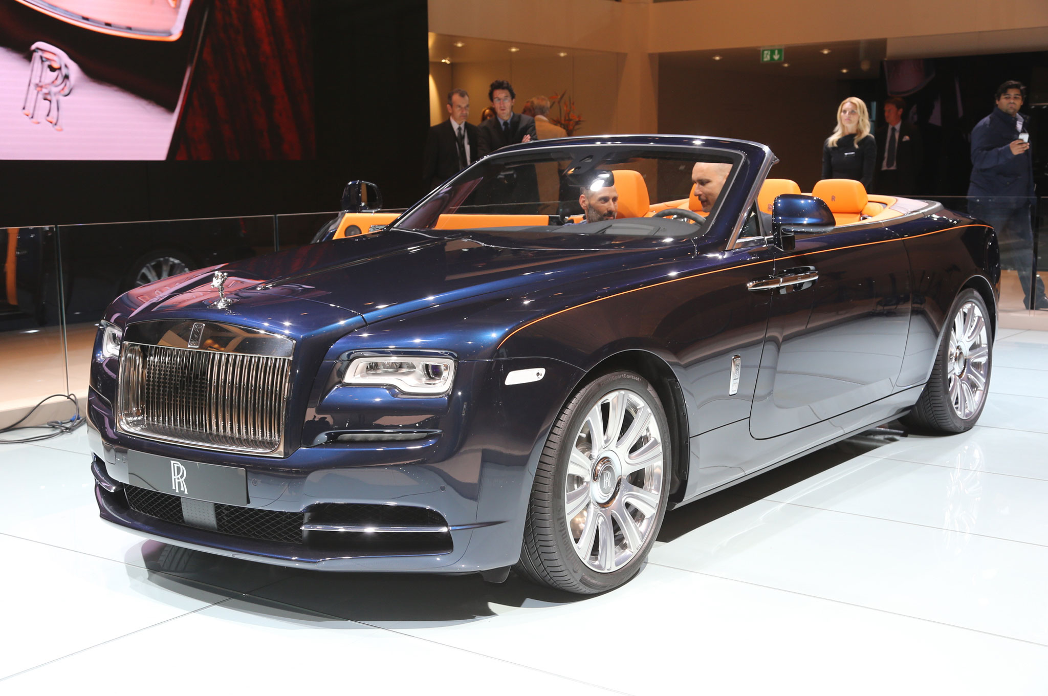 2017 rolls royce dawn brings open top ultra luxury to frankfurt. Black Bedroom Furniture Sets. Home Design Ideas