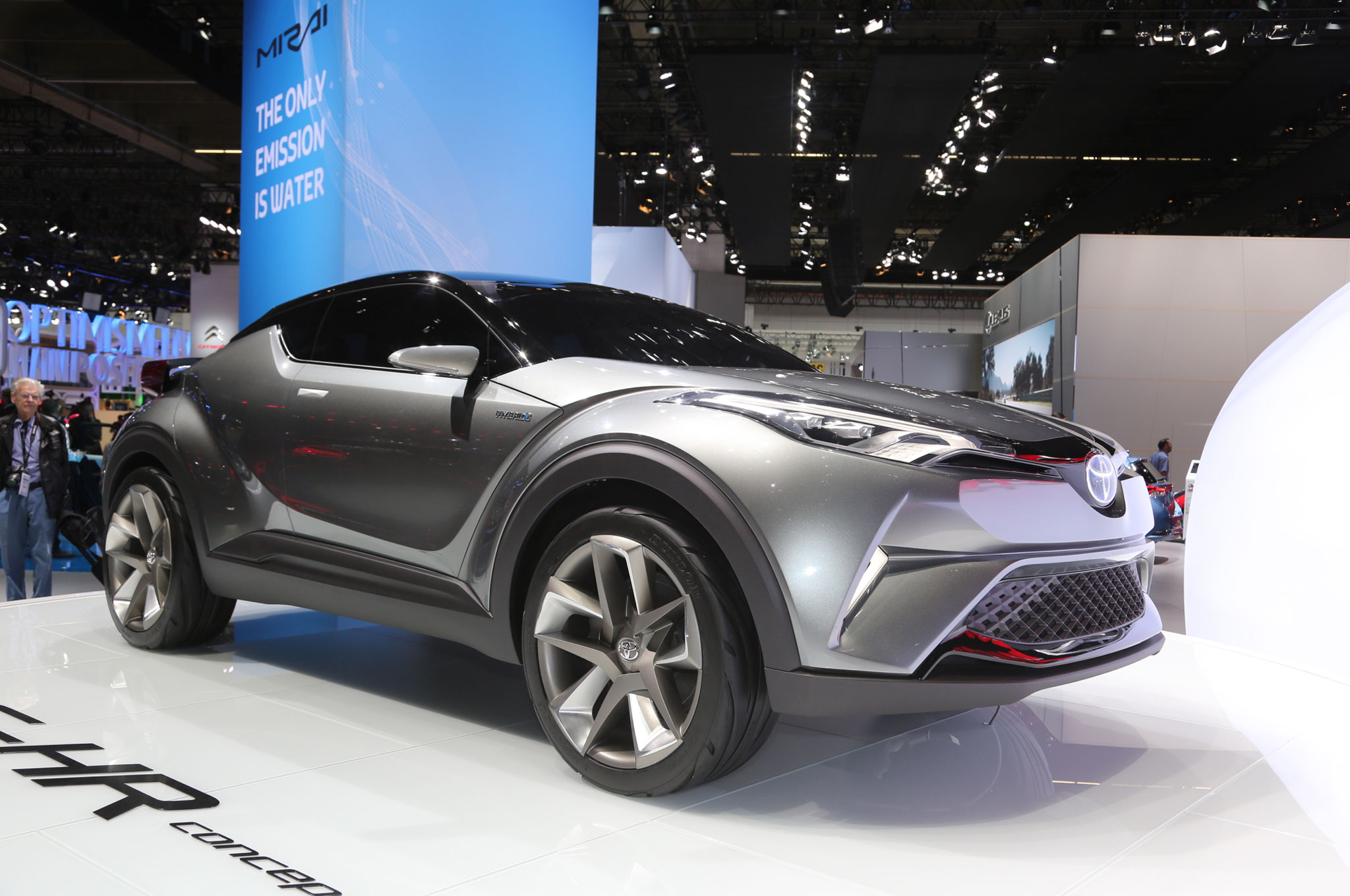 Toyota C HR Concept Front Three Quarter 02
