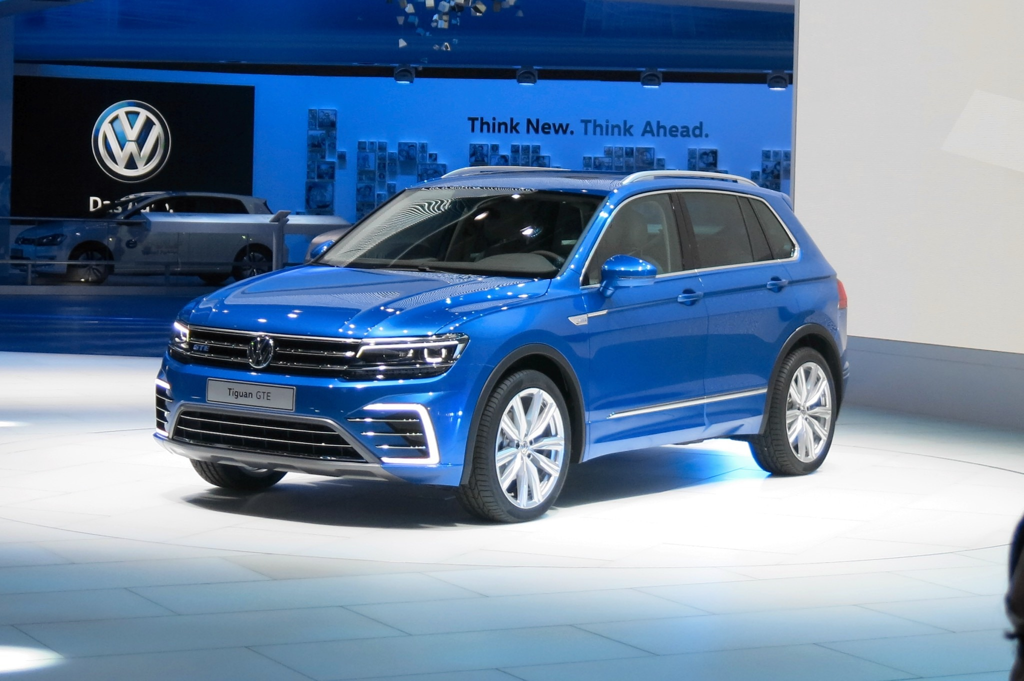larger lighter euro market volkswagen tiguan debuts in frankfurt. Black Bedroom Furniture Sets. Home Design Ideas