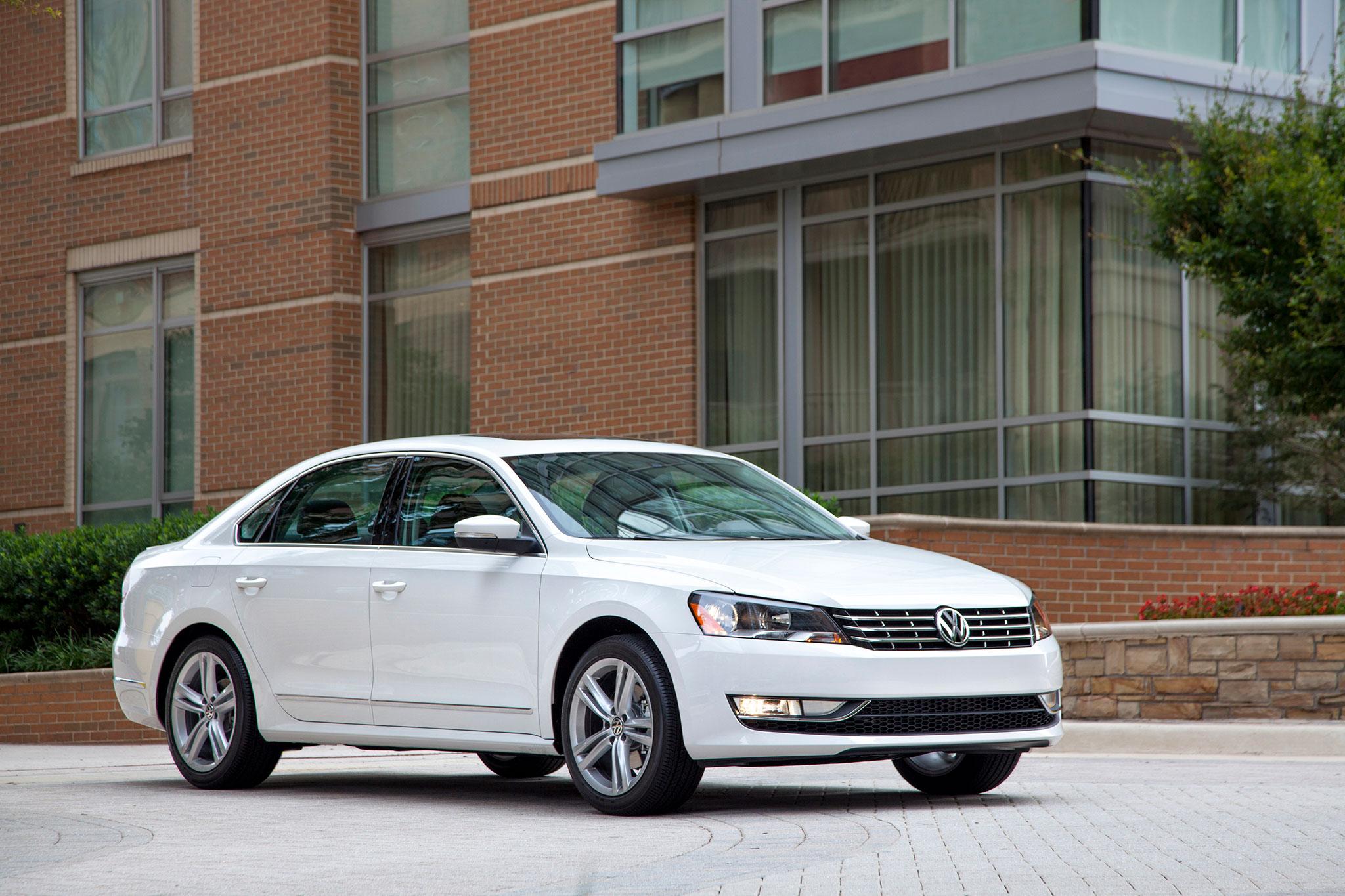 2014-Volkswagen-Passat-TDI-SEL-front-pas