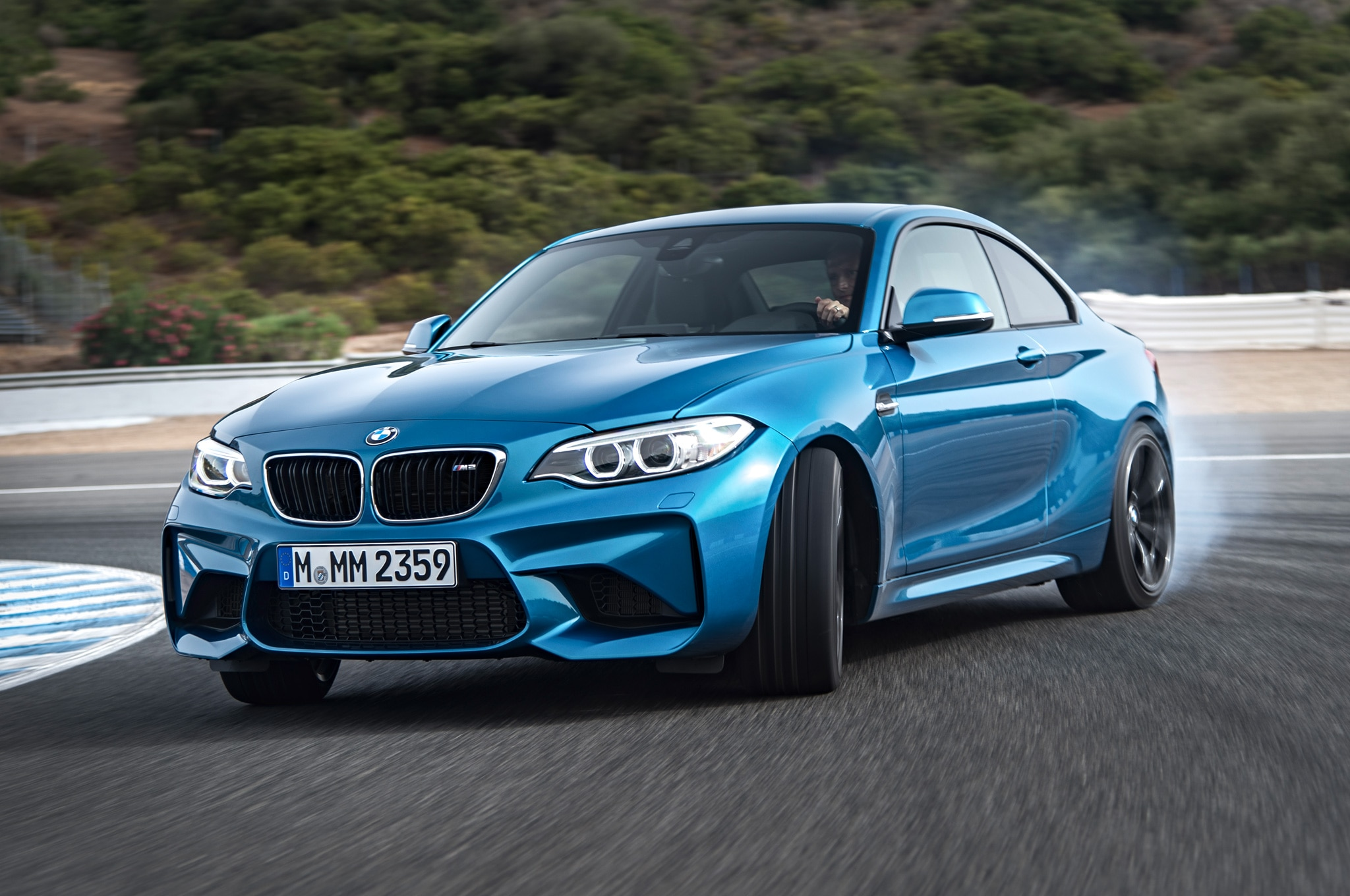 2016 bmw m2 debuts with flared bodywork 365 hp and a drift mode. Black Bedroom Furniture Sets. Home Design Ideas