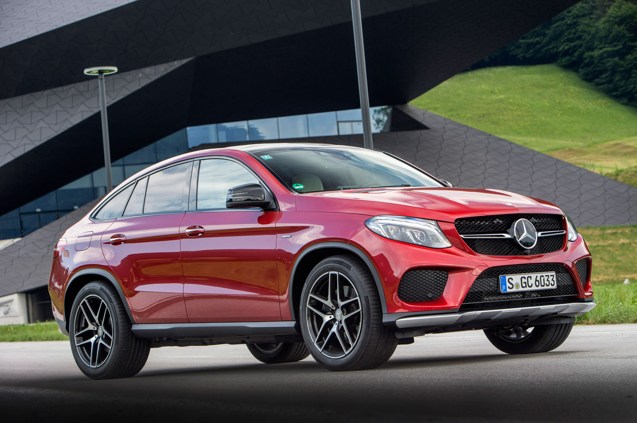 http://st.automobilemag.com/uploads/sites/11/2015/10/2016-Mercedes-Benz-GLE450-AMG-4Matic-Coupe-front-three-quarter-04.jpg
