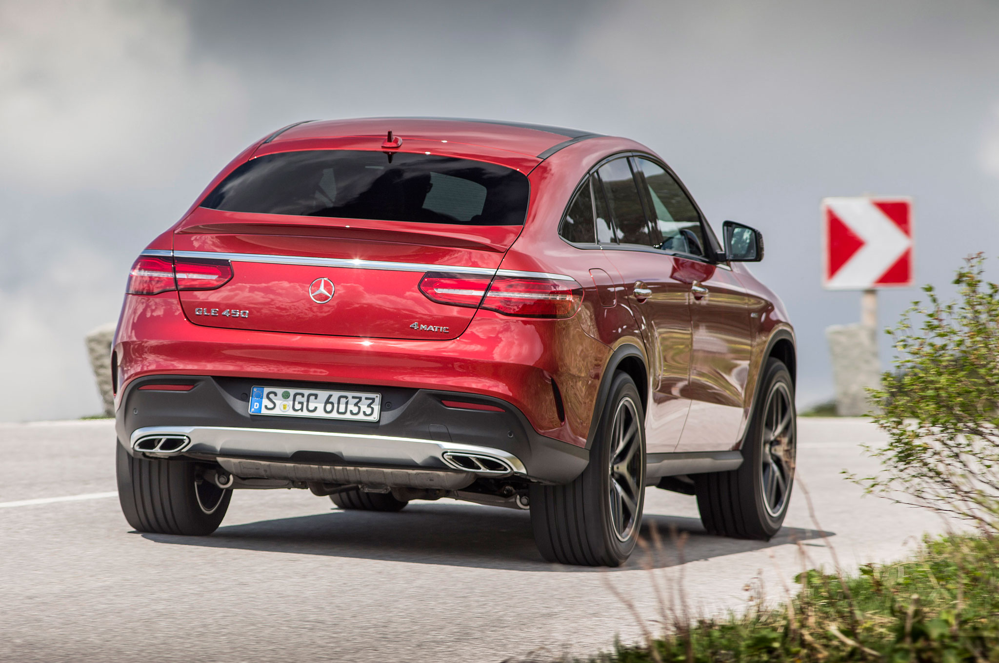 http://st.automobilemag.com/uploads/sites/11/2015/10/2016-Mercedes-Benz-GLE450-AMG-4Matic-Coupe-rear-three-quarter-in-motion-03.jpg