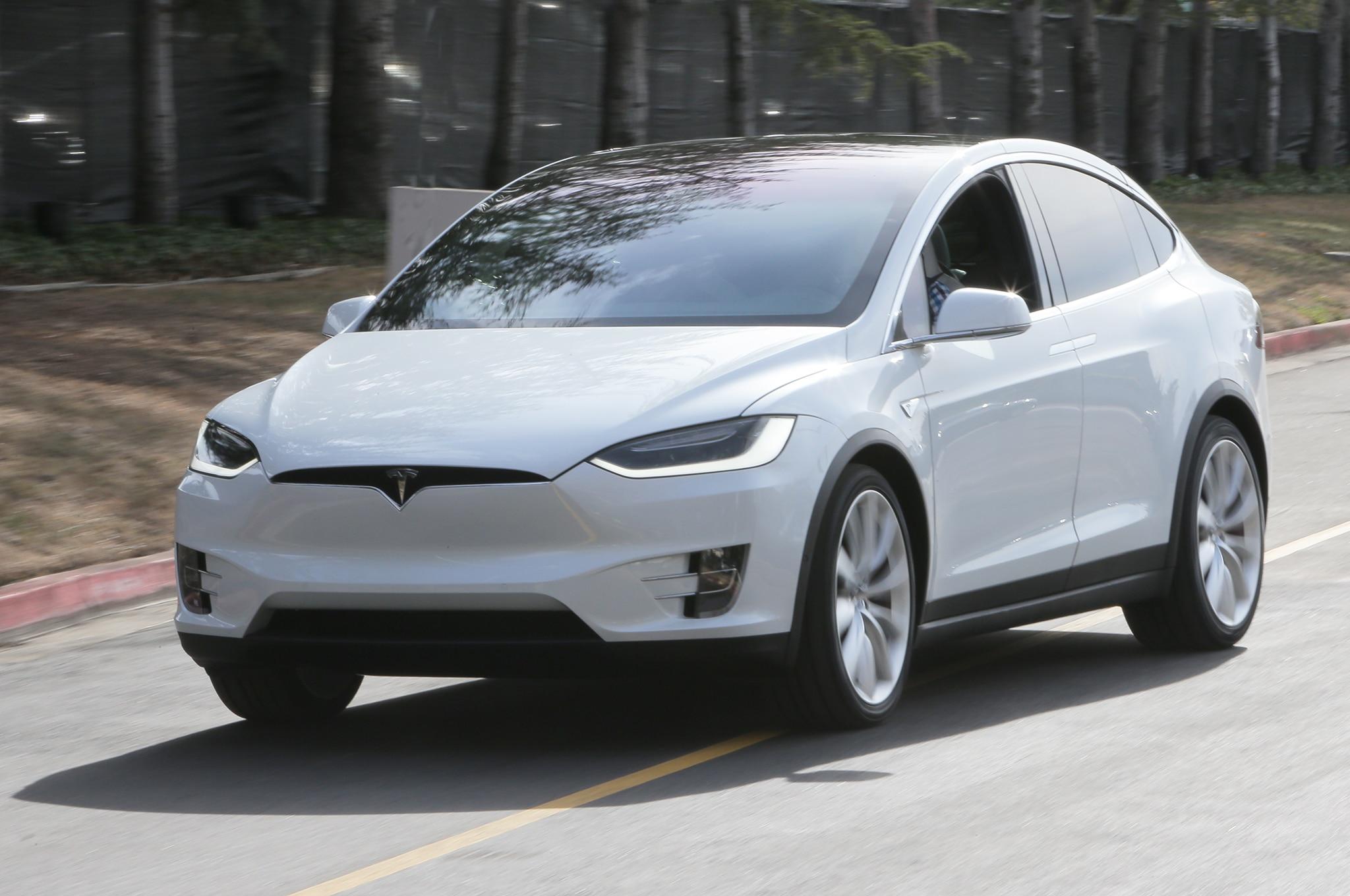 2016 Tesla Model X Front Three Quarter Motion 2