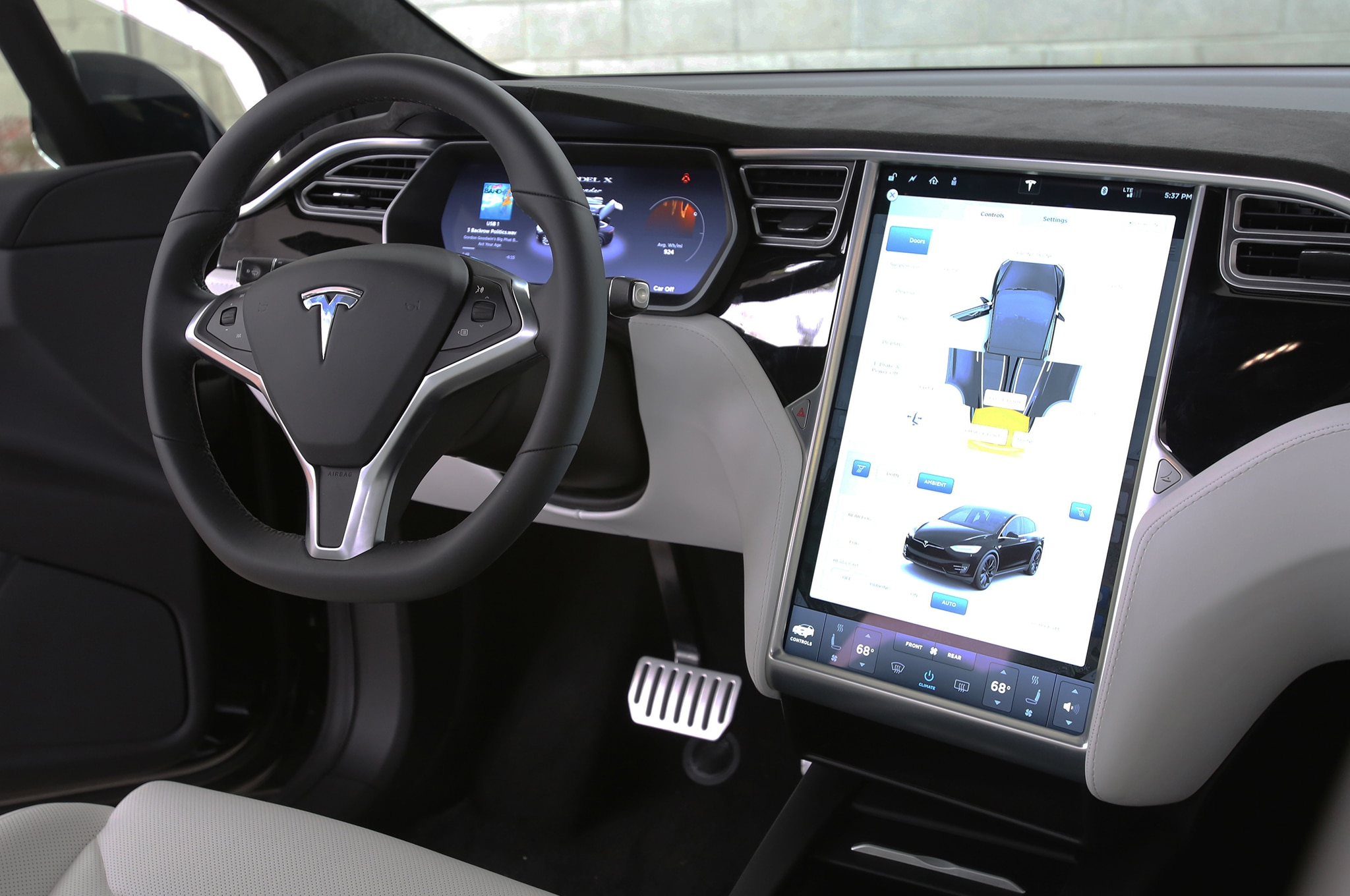 2016 tesla model x p90d review for Tesla model x interieur