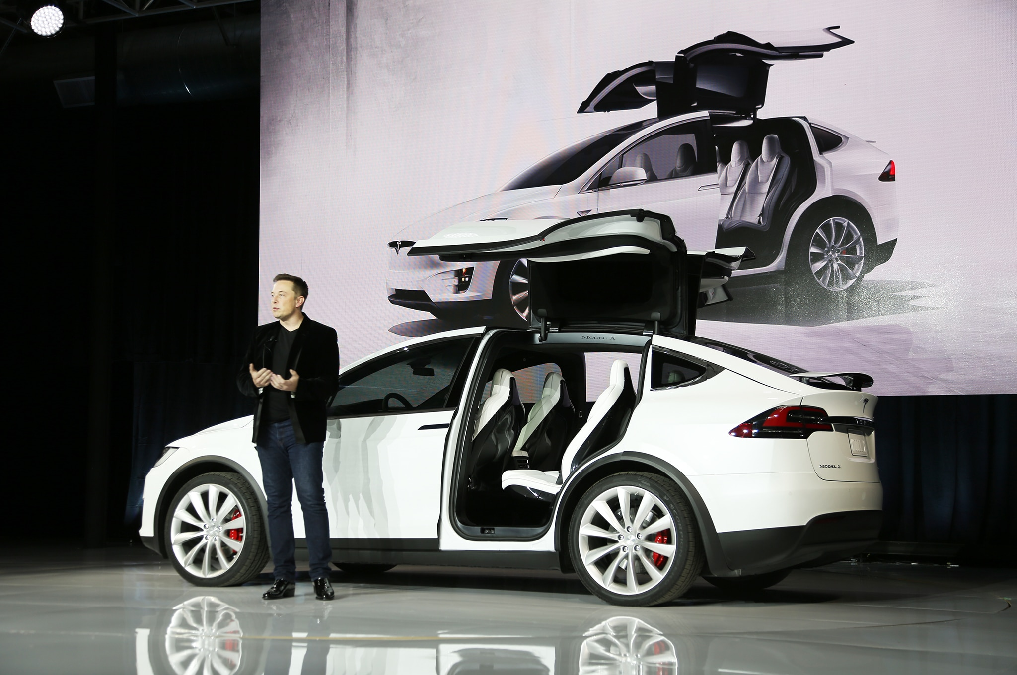 7 Passenger Suv >> 2016 Tesla Model X P90D Review