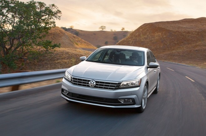2016 Volkswagen Passat front three quarter in motion 011