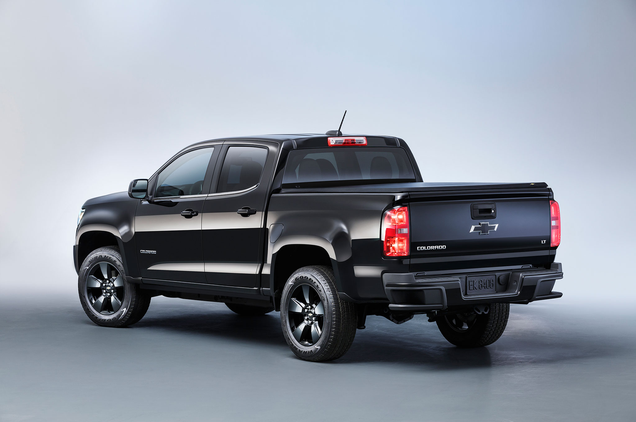 2016 chevrolet colorado midnight edition rear quarter studio 2016 chevrolet colorado diesel review Hitch Wiring Harness Diagram at readyjetset.co