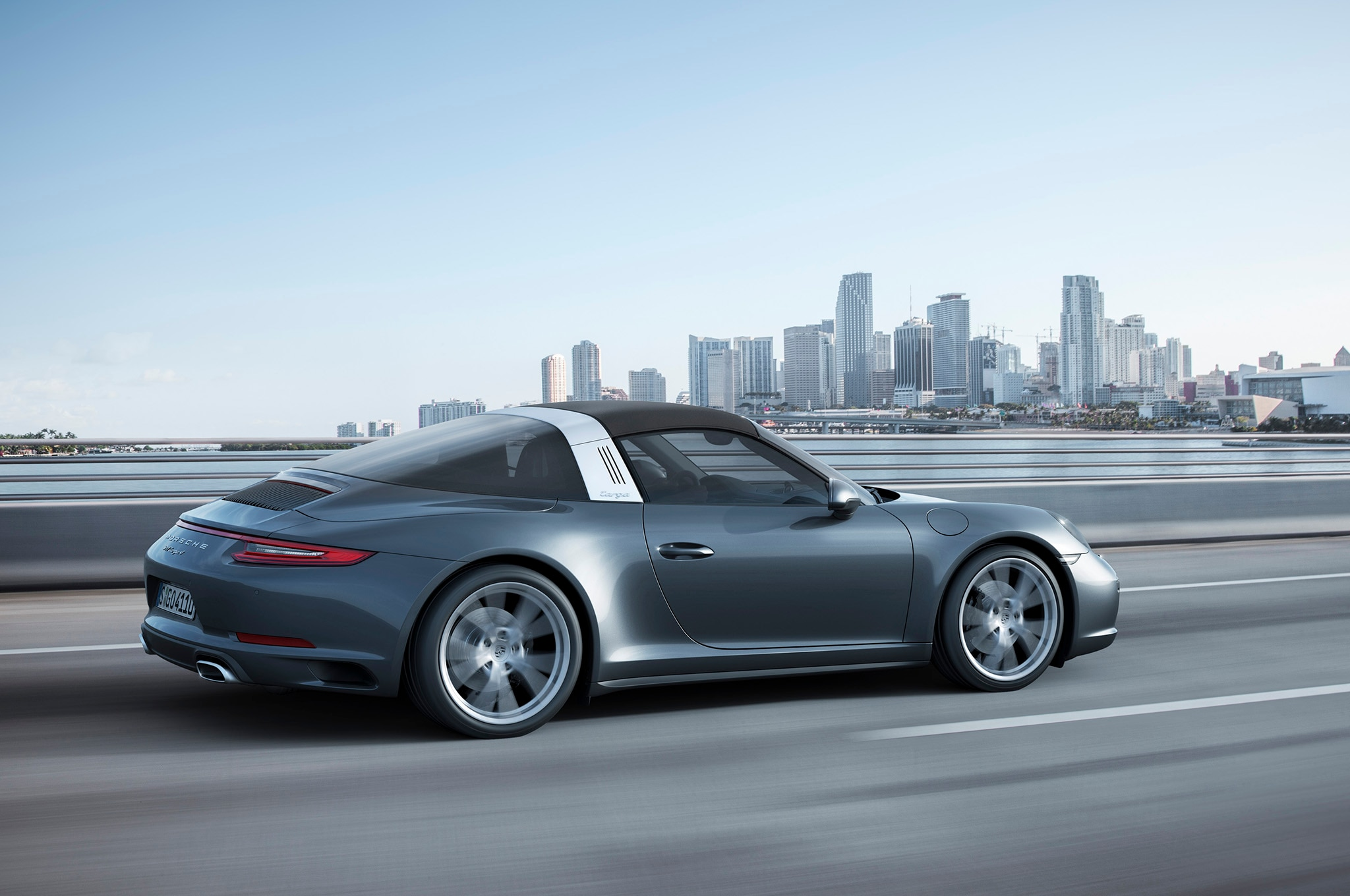 2017 Porsche 911 Carrera 4 And Targa 4 Receive
