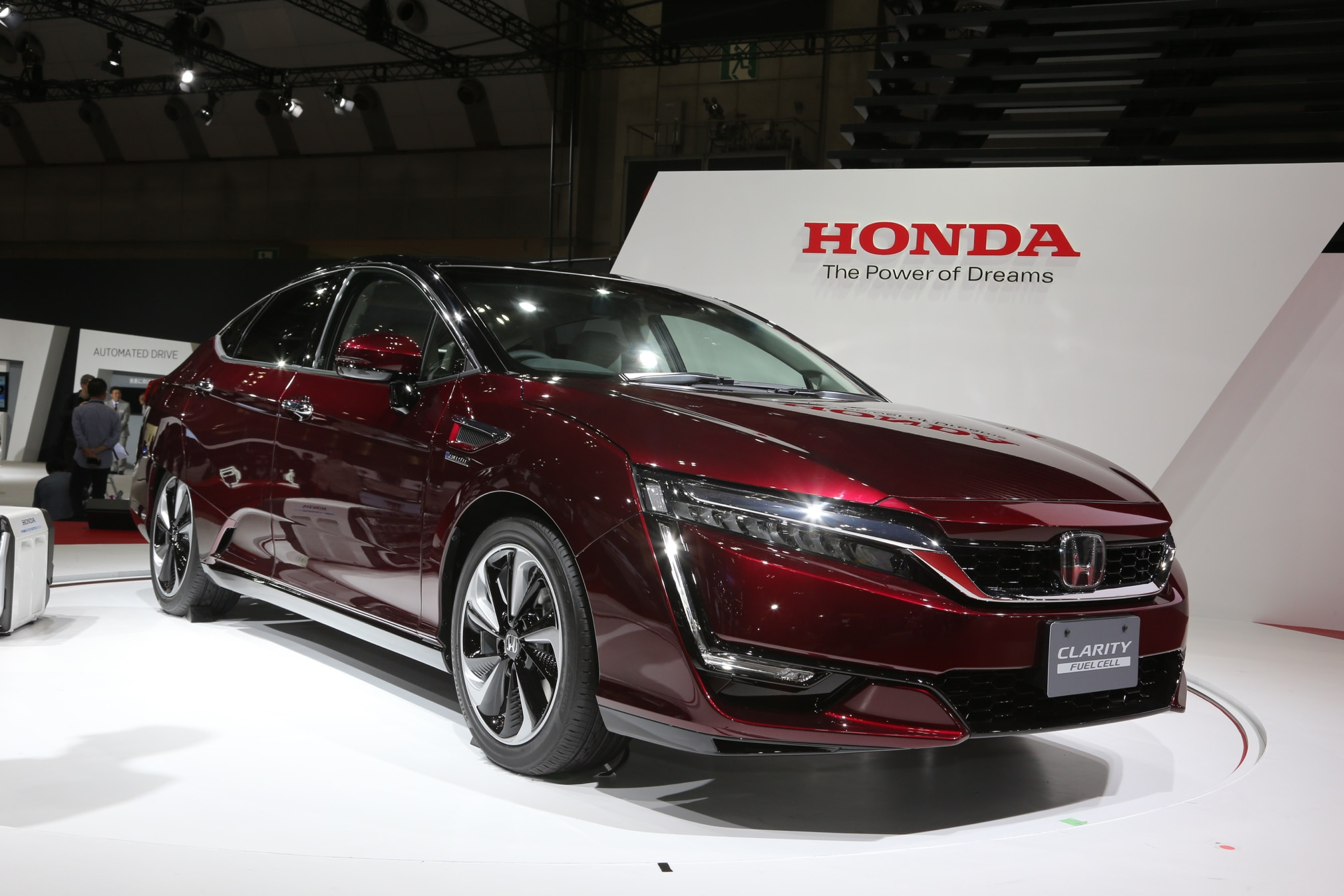 Honda Clarity Fuel Cell Front Three Quarter 02