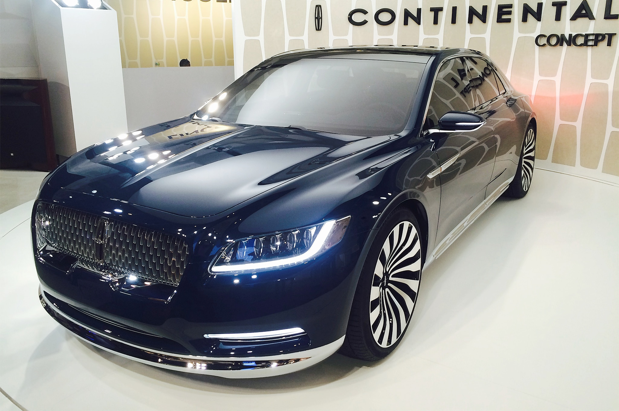 Lincoln Continental Concept live reveal front three quater