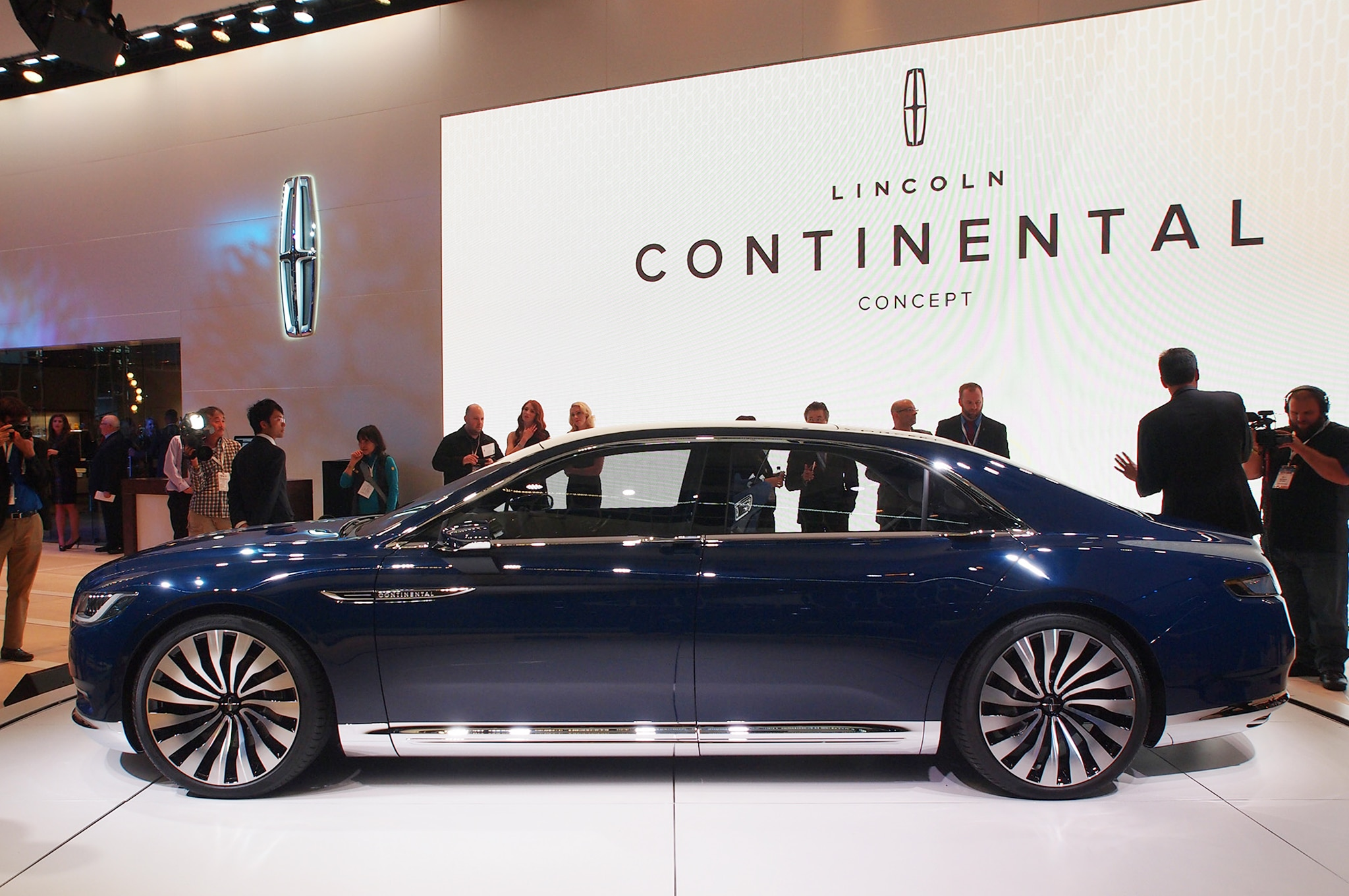 Lincoln-Continental-Concept-side-profile Outstanding Lincoln Continental New York Auto Show Cars Trend