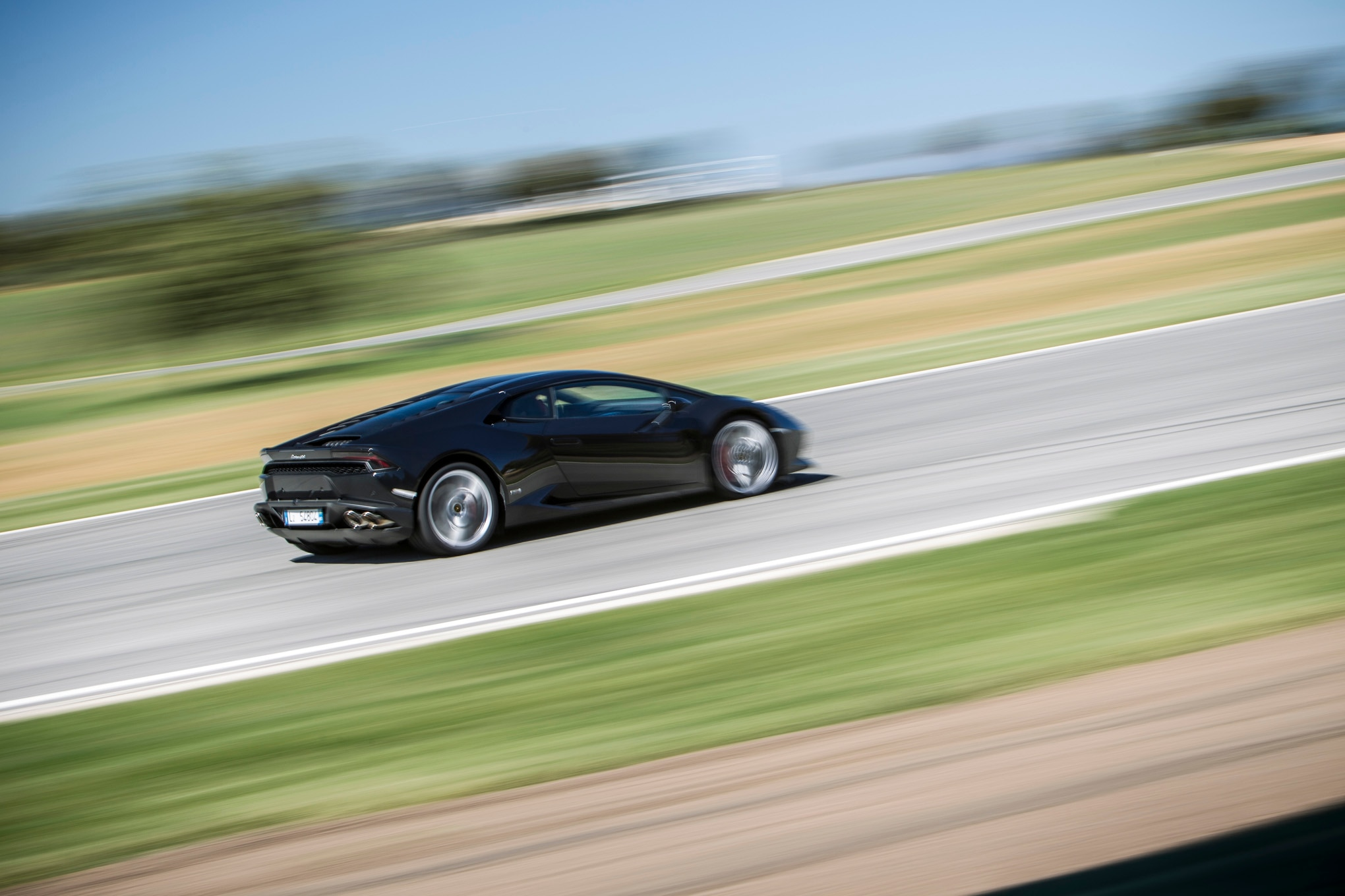 2015-Lamborghini-Huracan-LP-610-4-track-black-side-in-motion Amazing 2015 Lamborghini Huracan Price Per Month Cars Trend