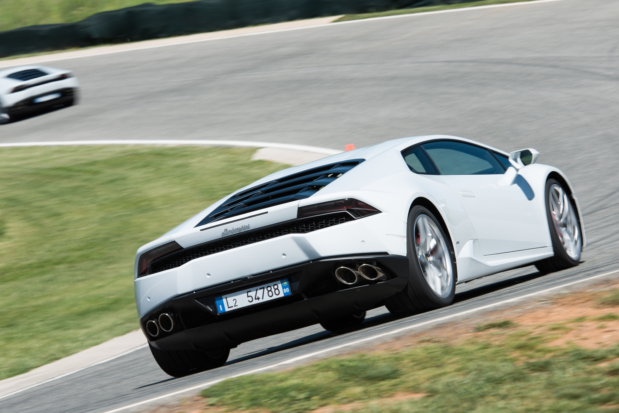 2016 lamborghini huracan adds cylinder deactivation sports exhaust. Black Bedroom Furniture Sets. Home Design Ideas