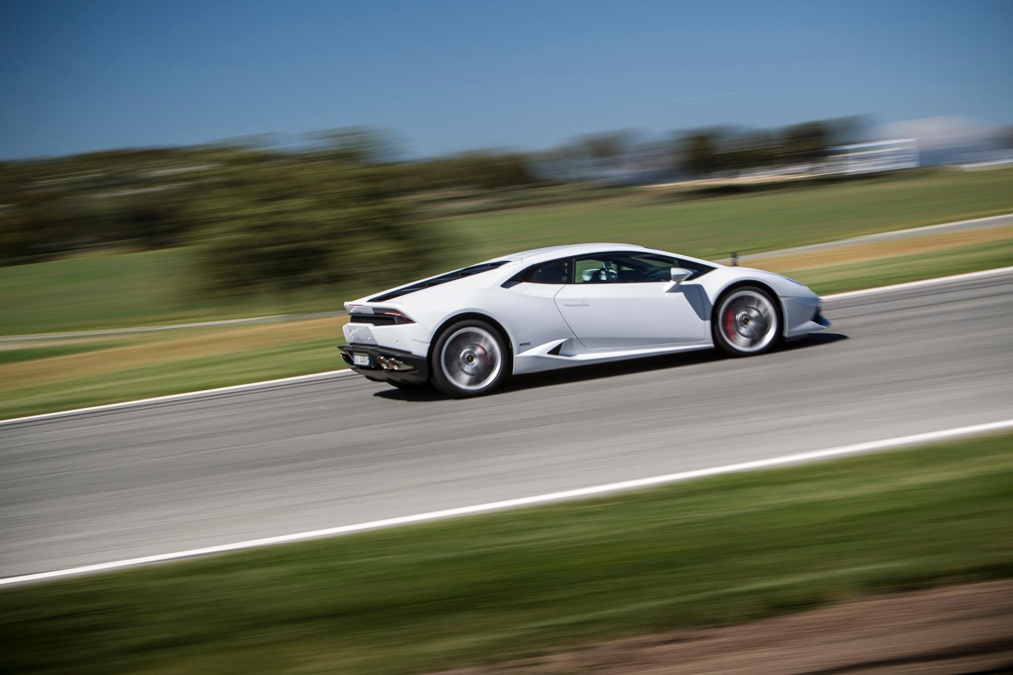 2015-Lamborghini-Huracan-LP-610-4-track-white-side-in-motion Amazing 2015 Lamborghini Huracan Price Per Month Cars Trend