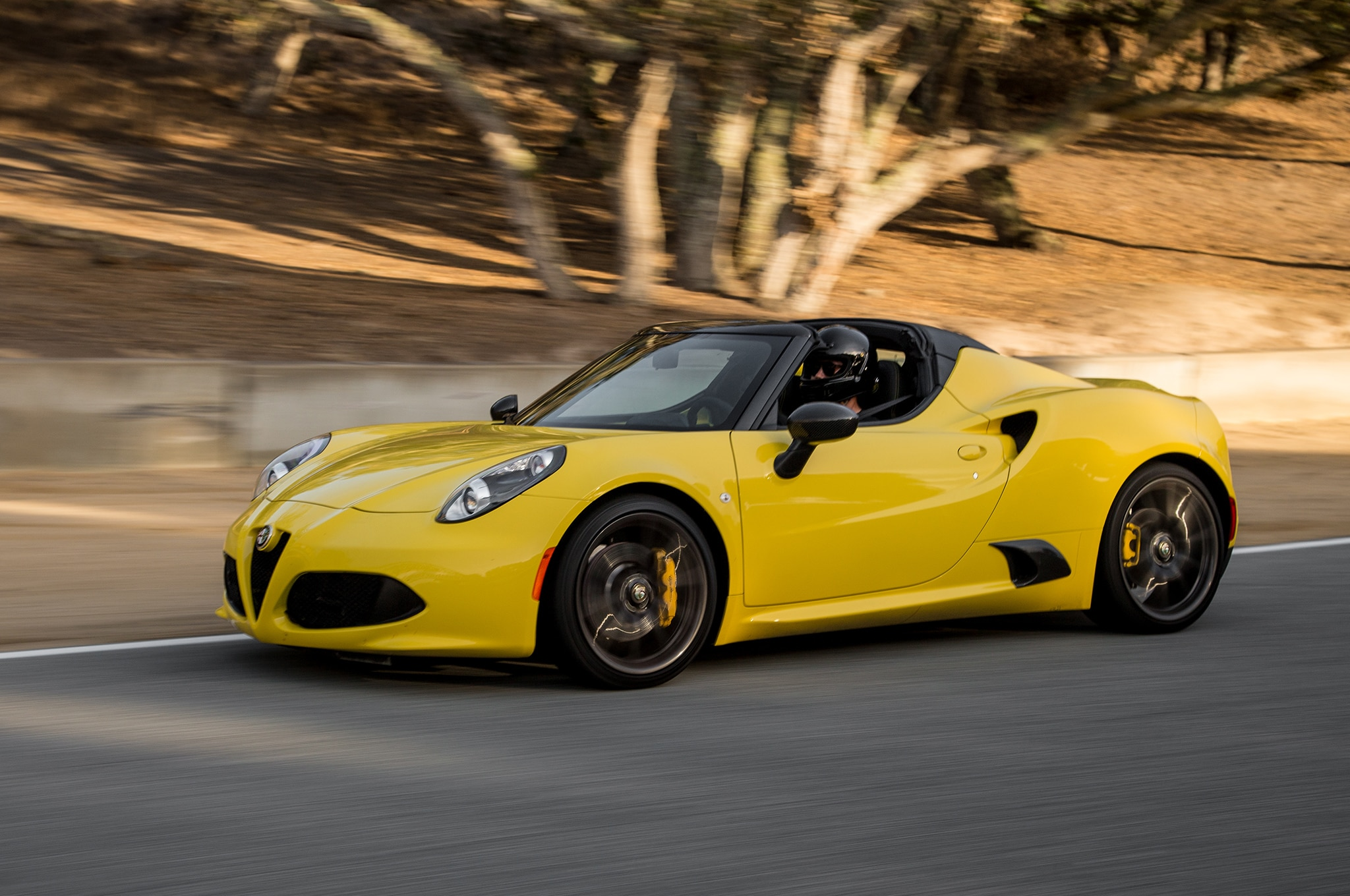 2015 alfa romeo 4c spider lapping laguna. Black Bedroom Furniture Sets. Home Design Ideas