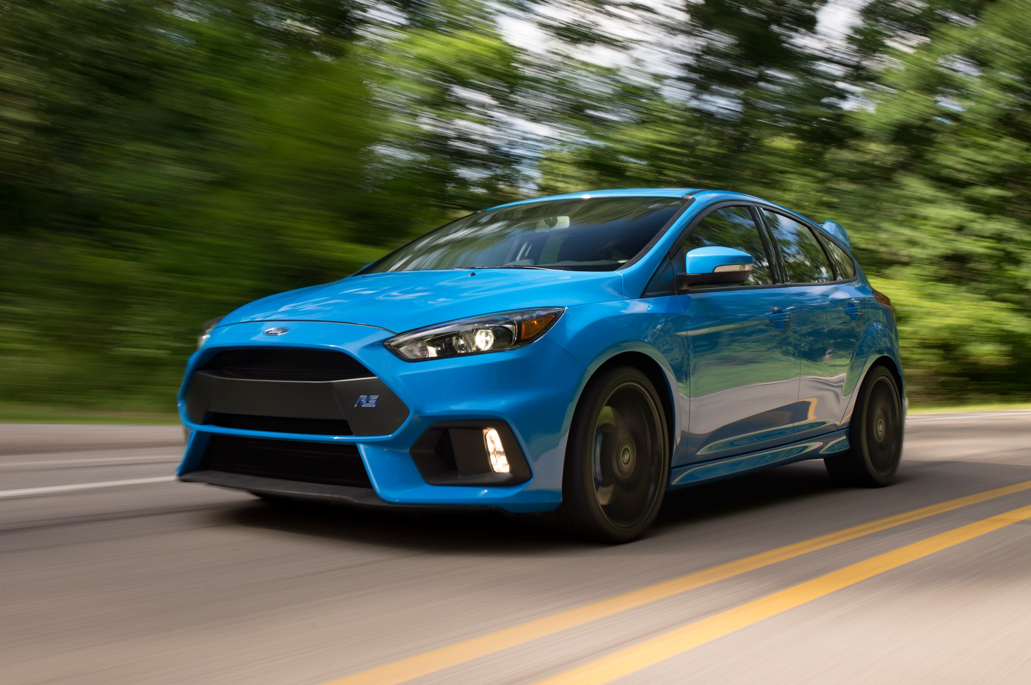 2016 ford focus rs front three quarter in motion 08. Black Bedroom Furniture Sets. Home Design Ideas