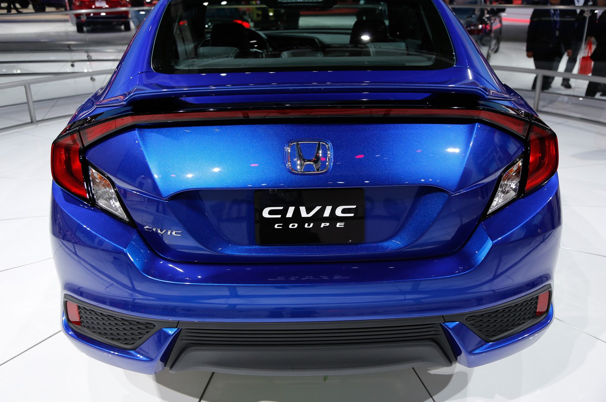 2016 honda civic coupe debuts with sportier styling. Black Bedroom Furniture Sets. Home Design Ideas