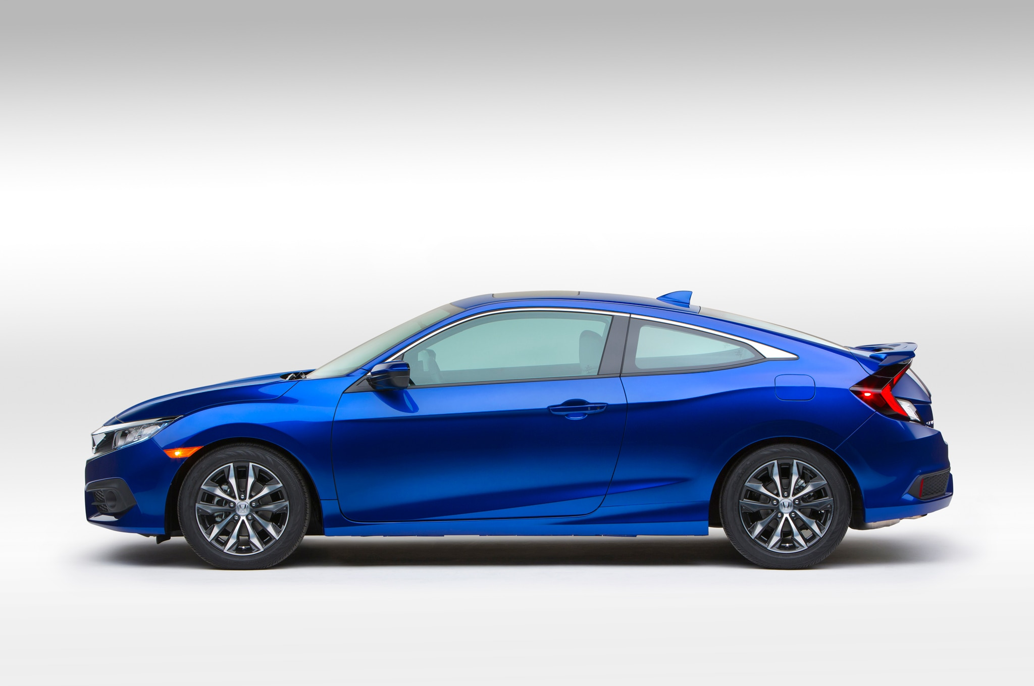 2016 honda civic coupe debuts with sportier styling for 2016 honda civic mpg